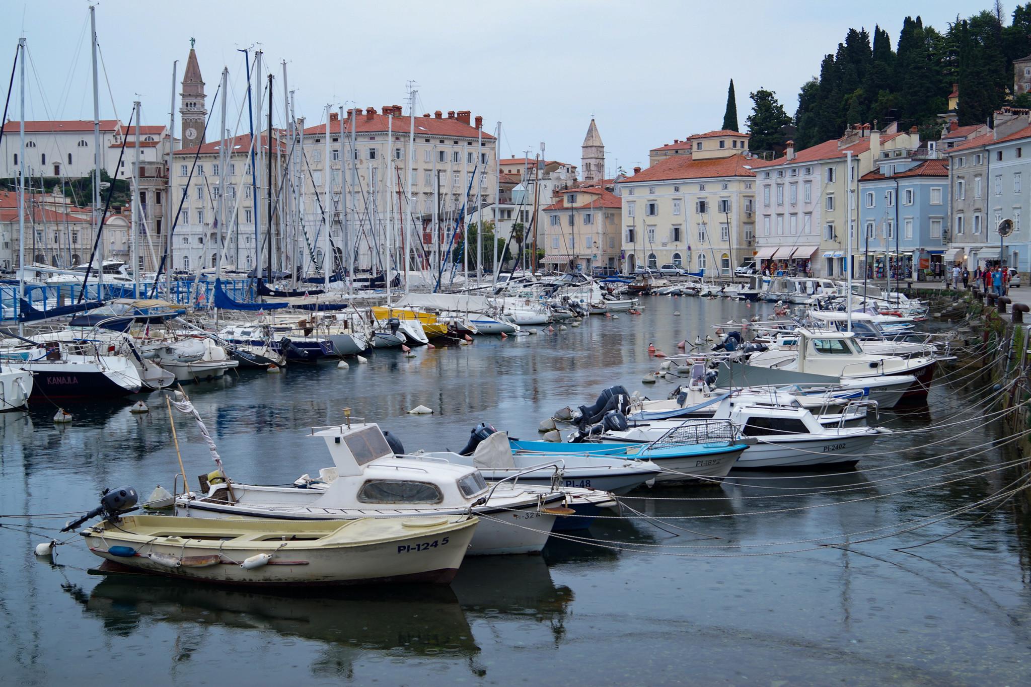 Der Hafen von Piran in Slowenien