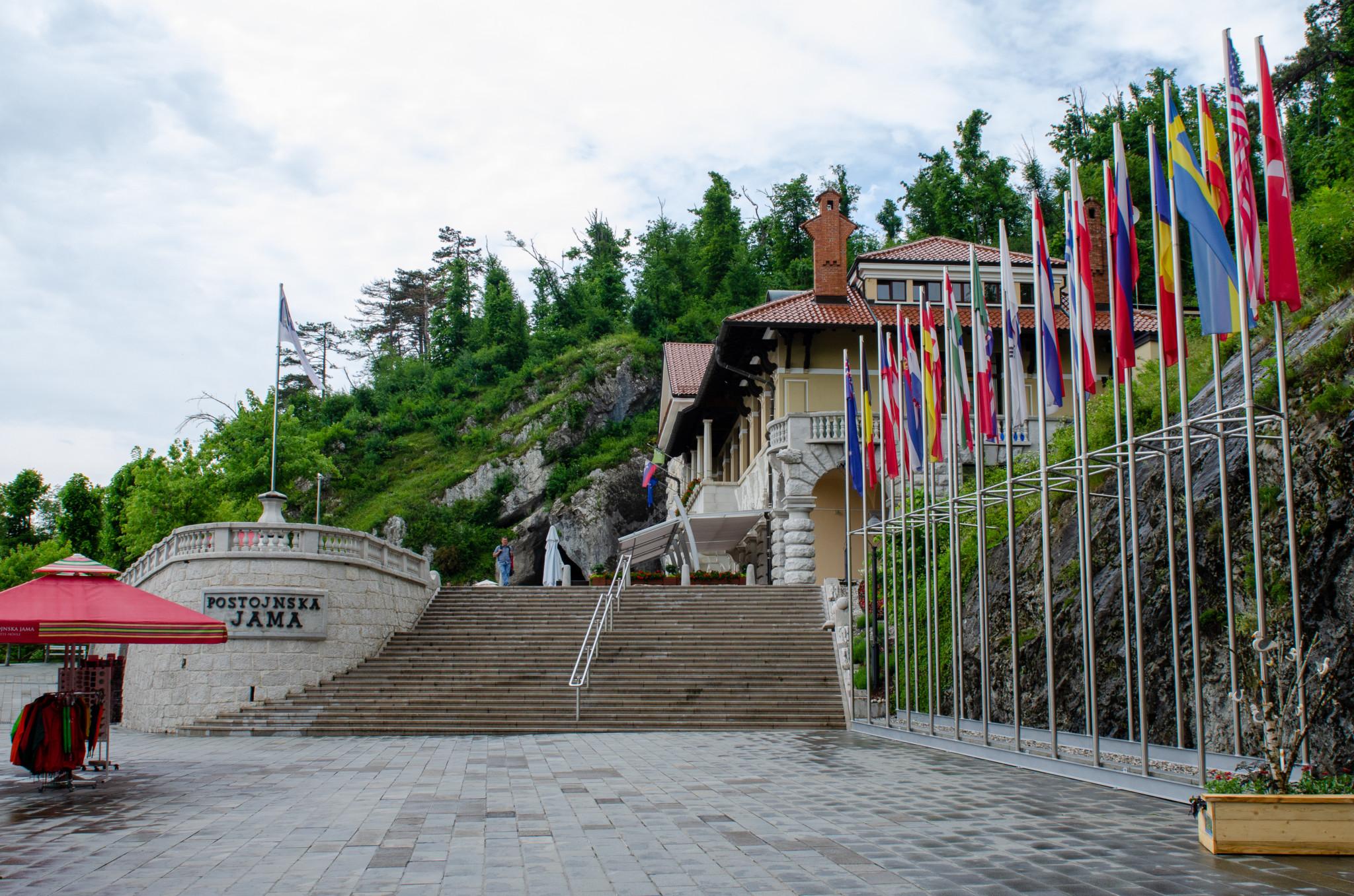 Eingang zu den Höhlen von Postojna in Slowenien