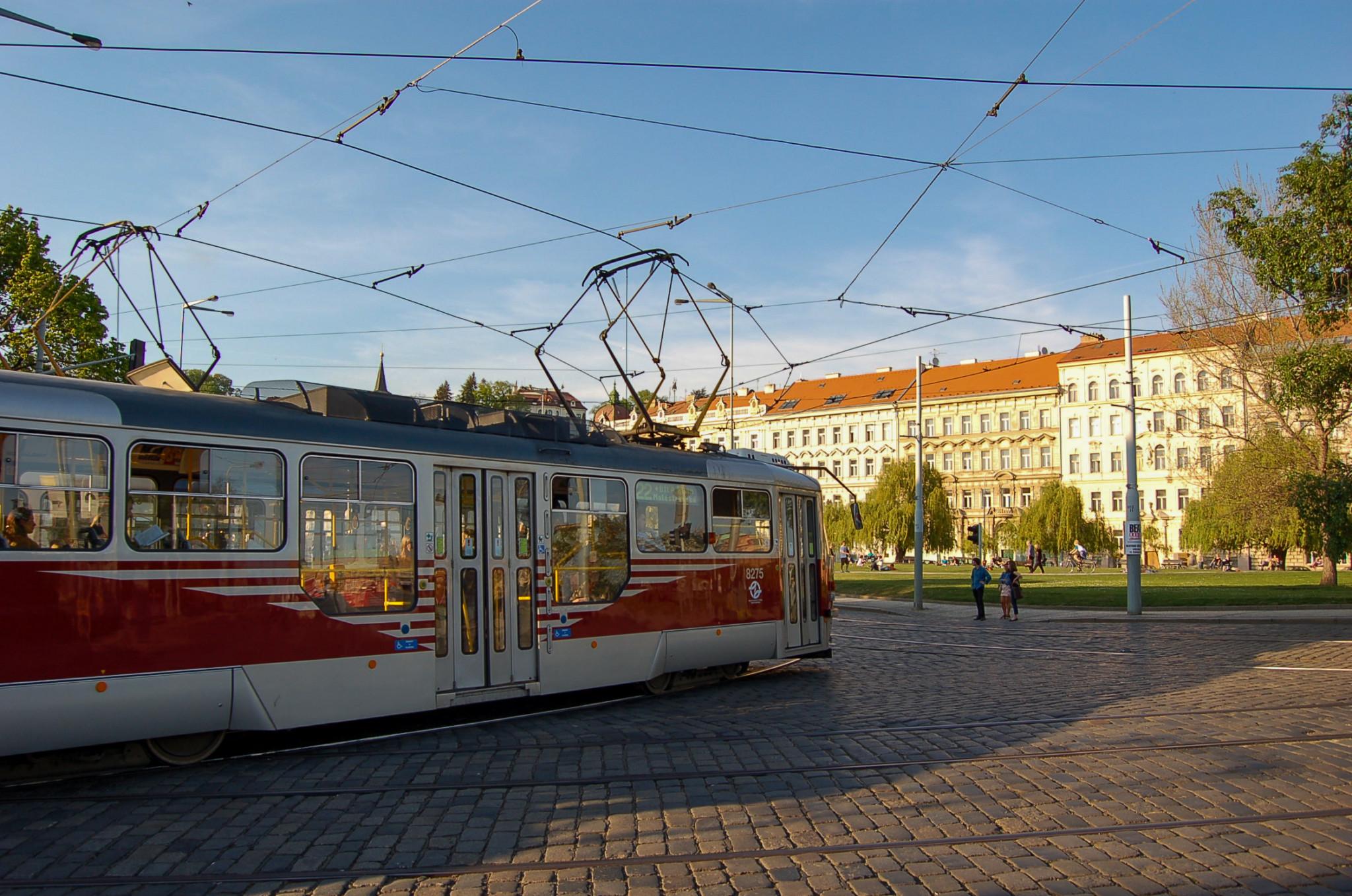 Mit der Straßenbahn in Prag kann man fast alle Sehenswürdigkeiten erkunden.