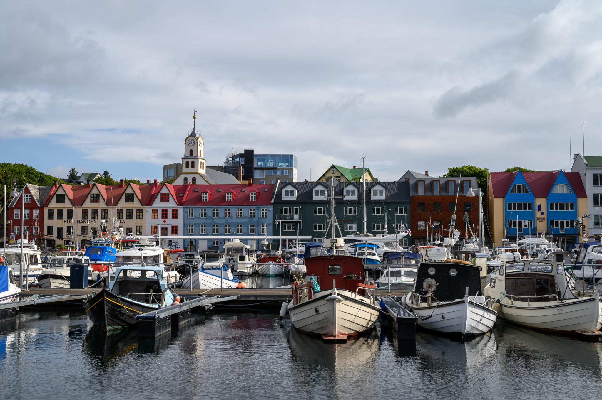 Ein Besuch in Tórshavn sollte im Färöer Inseln Urlaub nicht fehlen