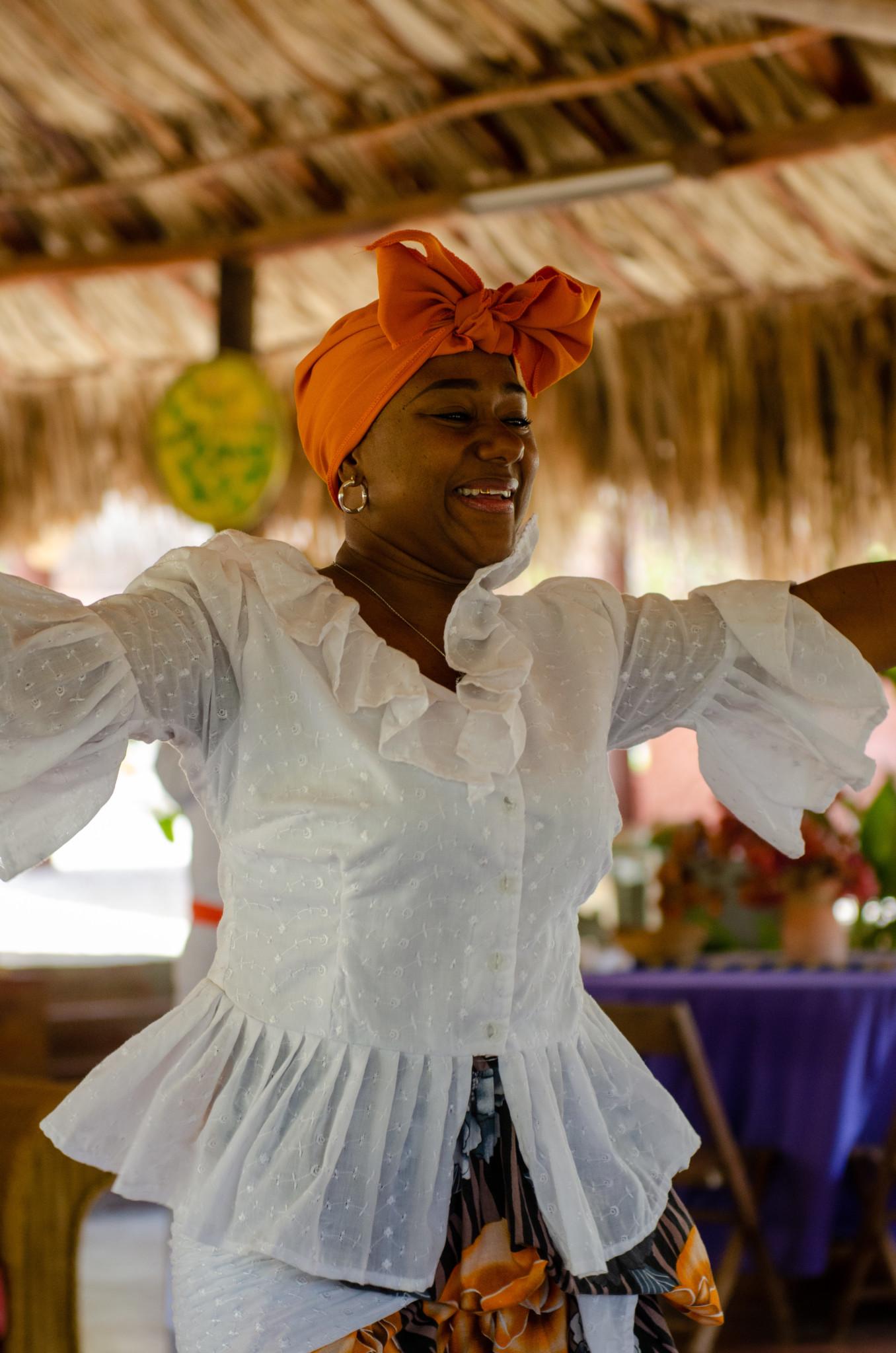 Traditioneller Tanz bei Dinah Veeris