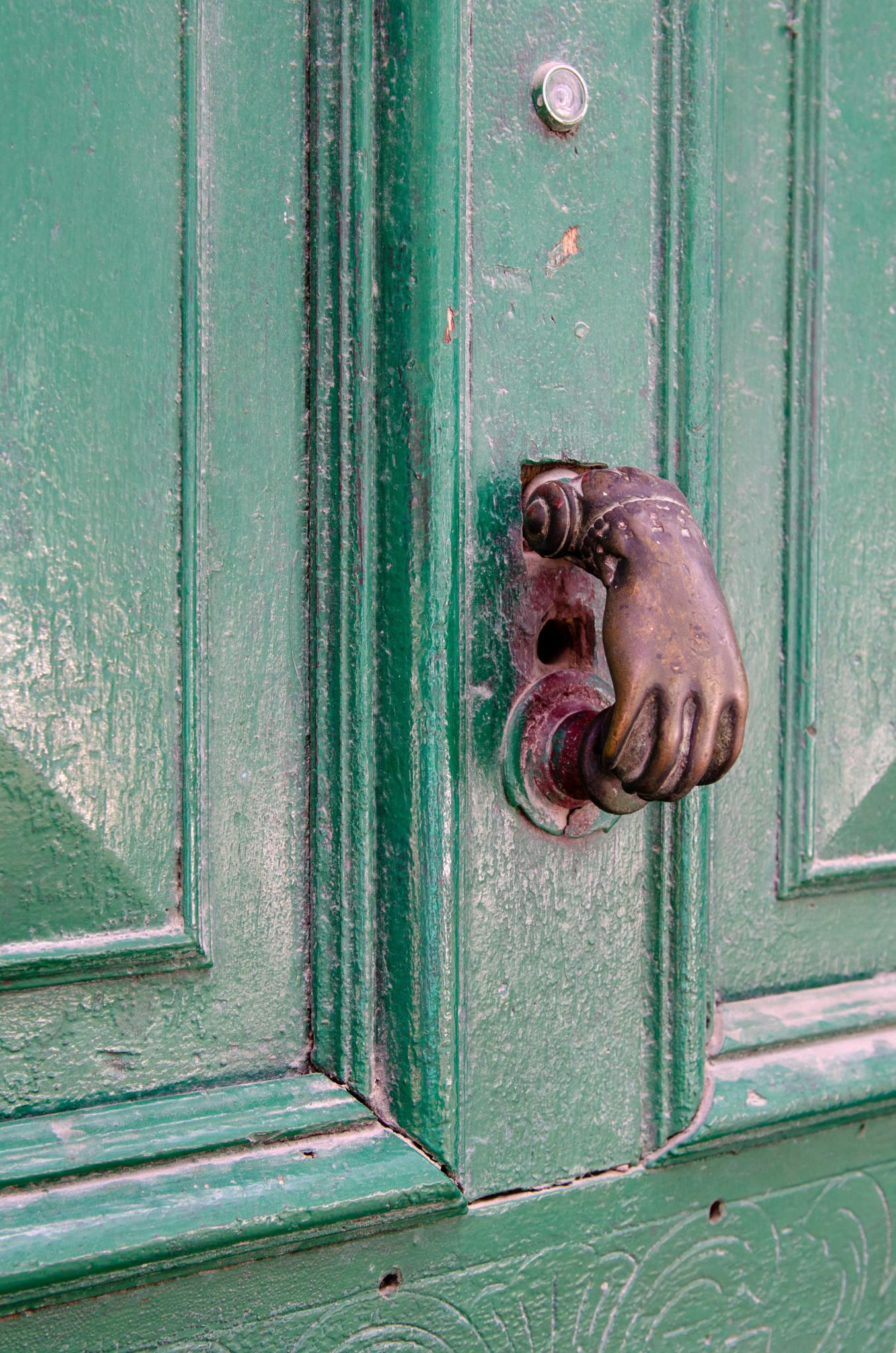 Typische Tür einer Casa Particular in Kuba