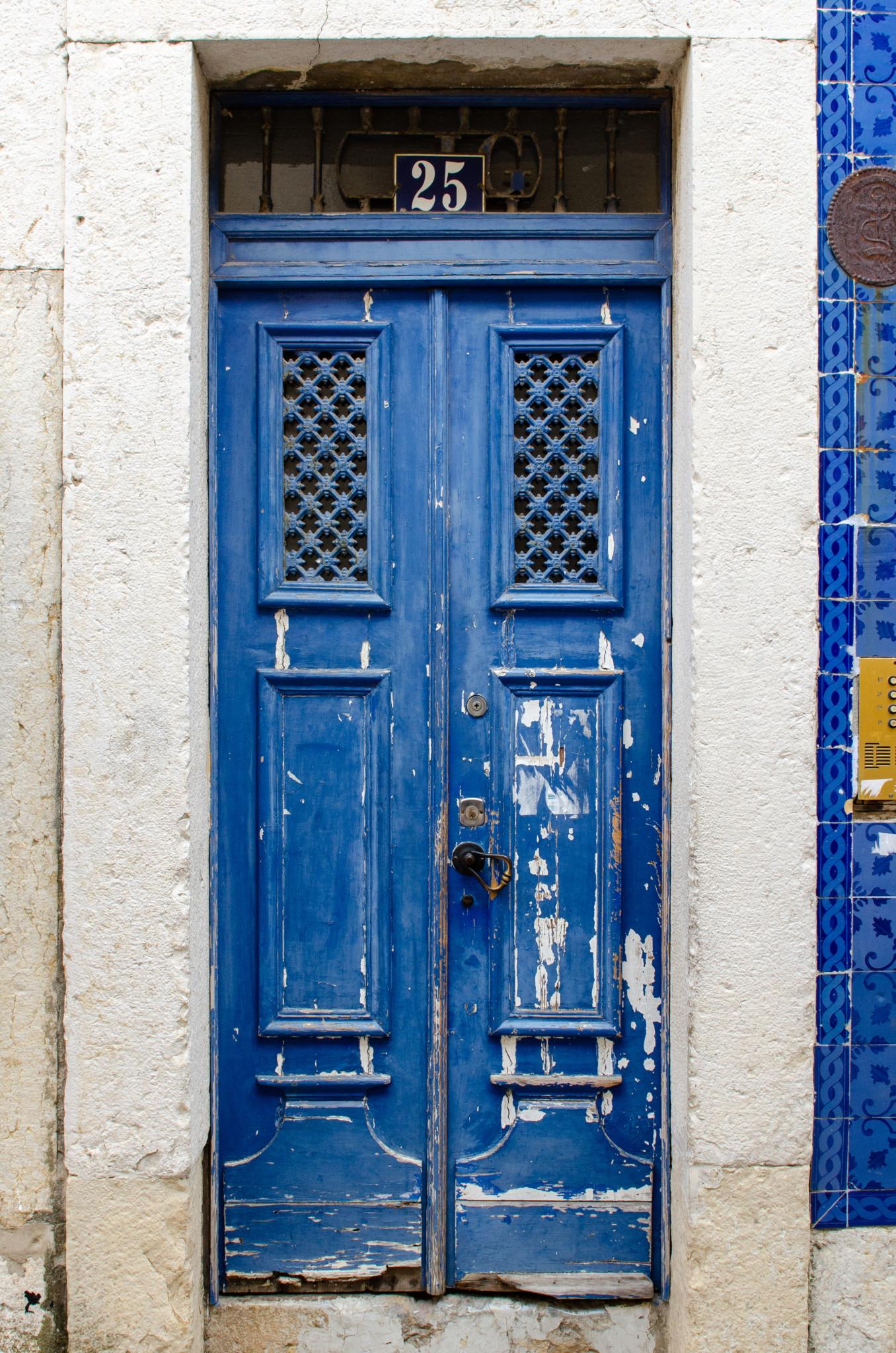 Tür im Barrio Alto in Lissabon
