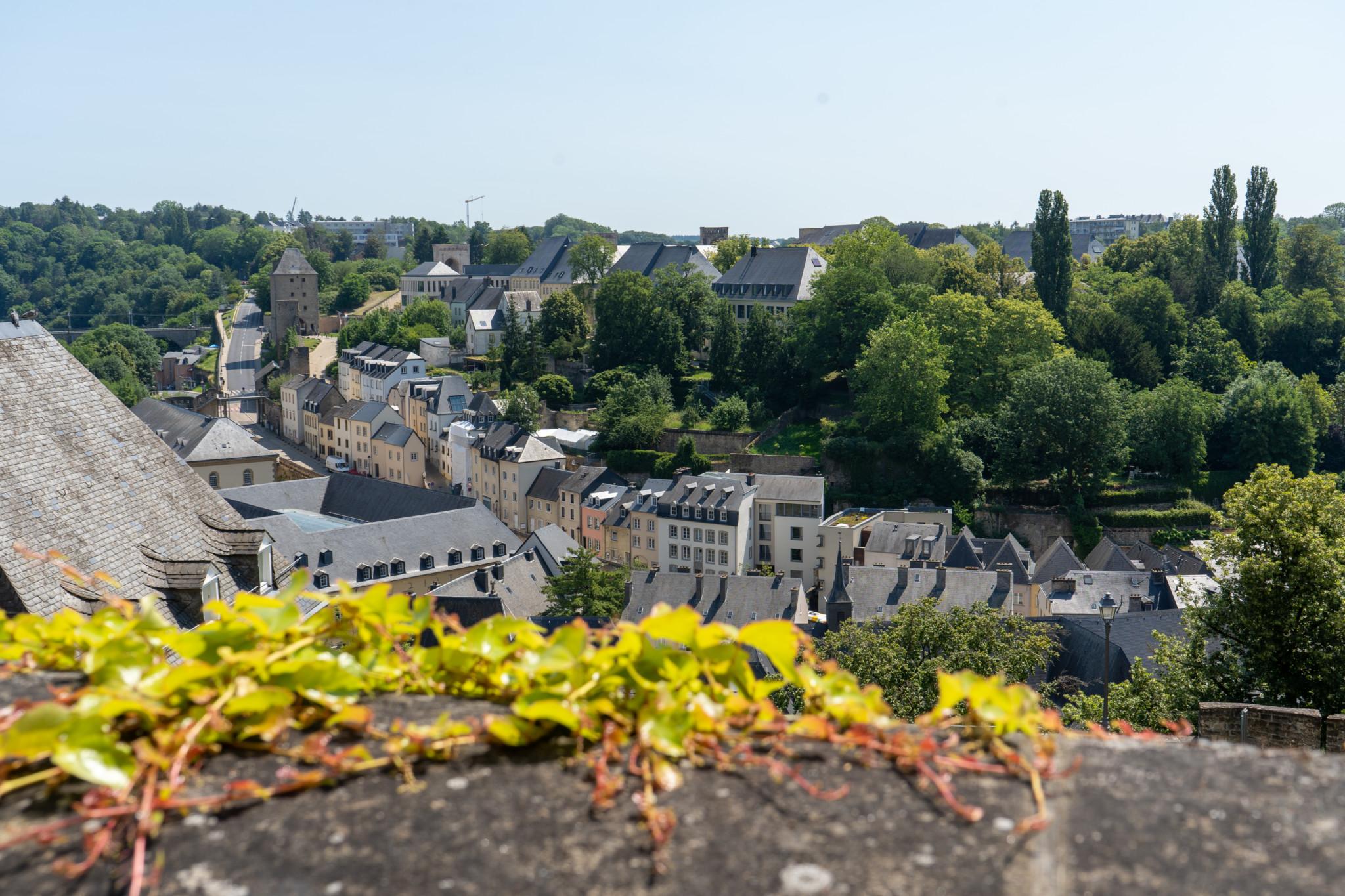Ausblick auf Luxemburg Stadt von der Corniche aus