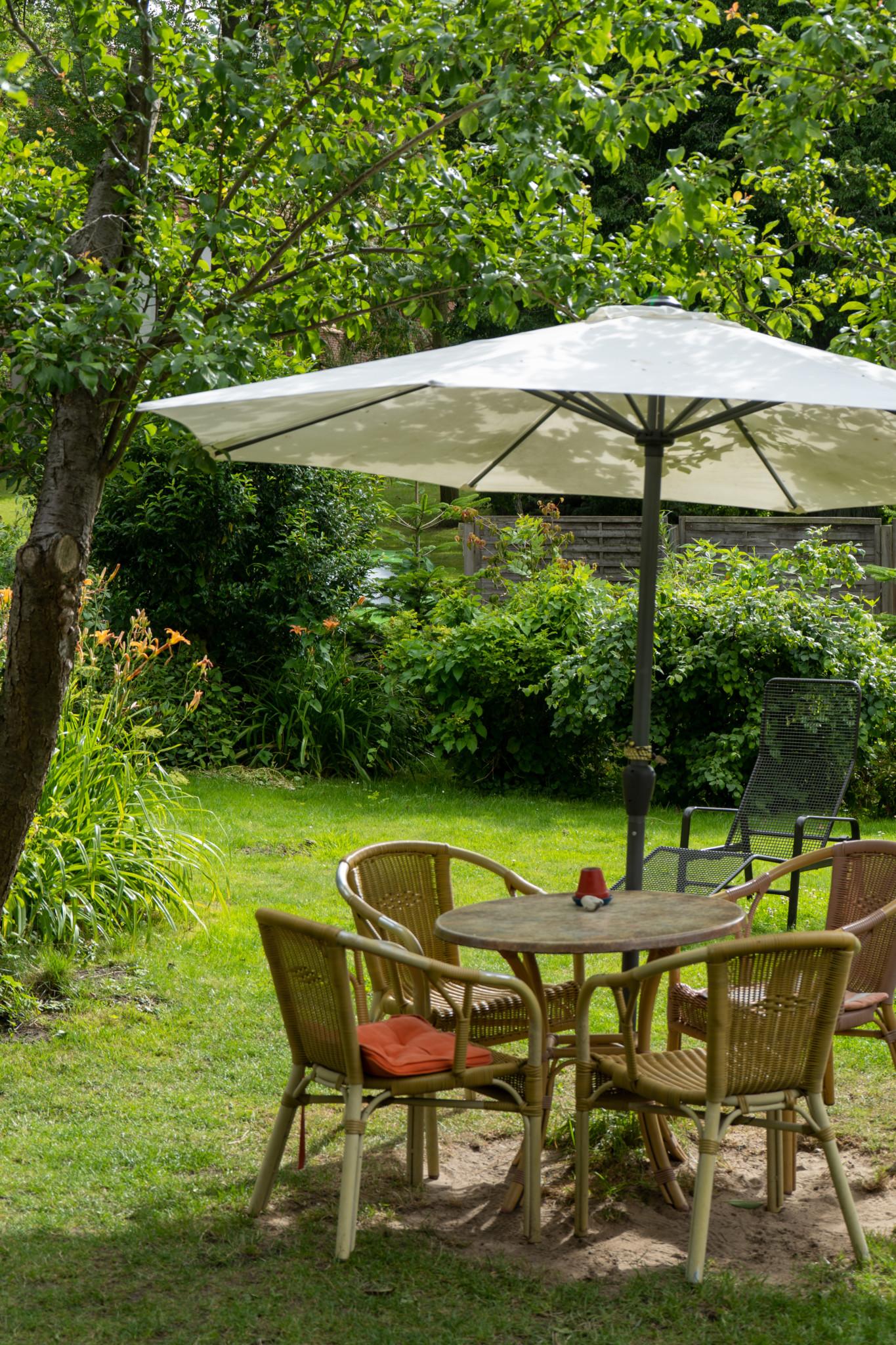 Gemütlicher Garten im Café Naschkatze