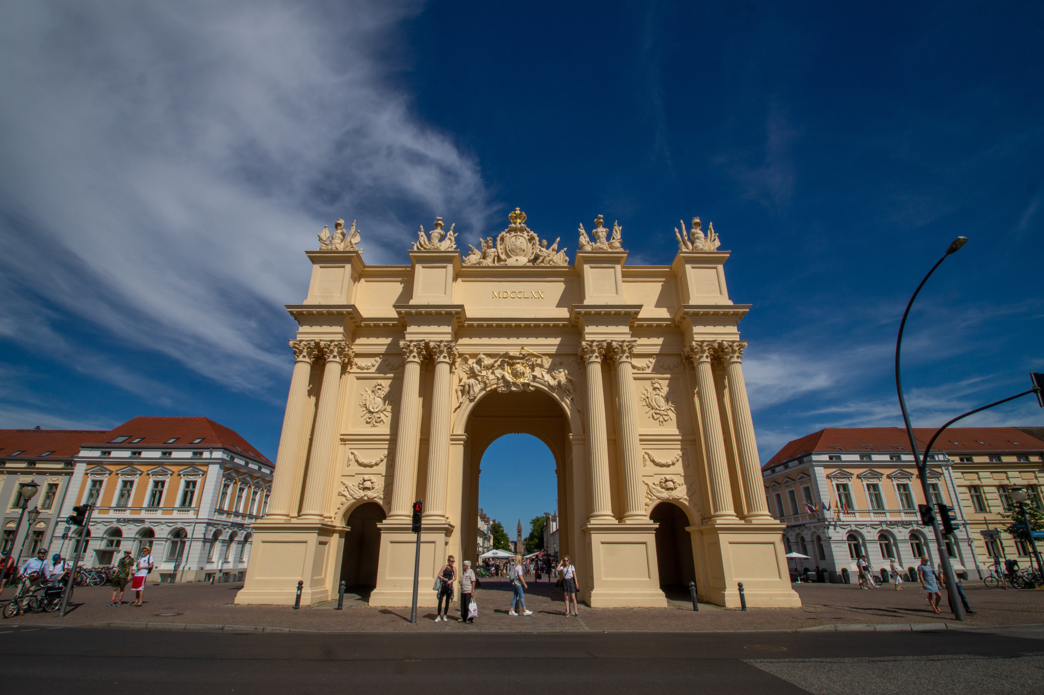 Nicht verwechseln: Ein Brandenburger Tor gibt's auch in Potsdam.