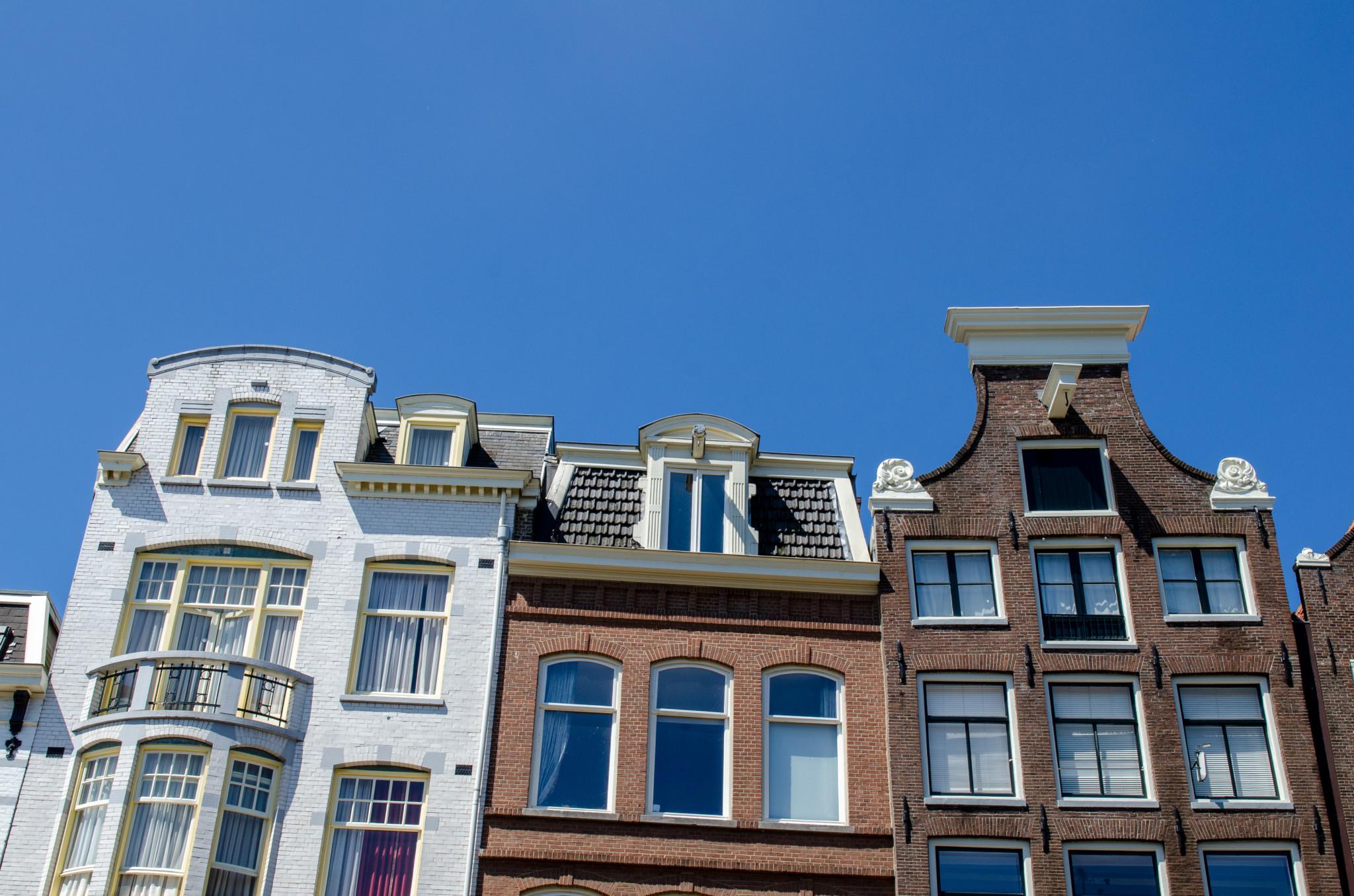 Typische Hausfassade in Amsterdam