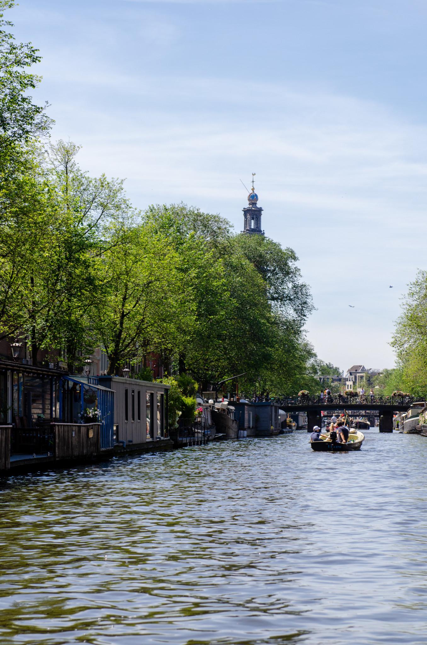 Zu unsere Amsterdam Tipps gehört auch eine Bootsfahrt durch die Grachten.