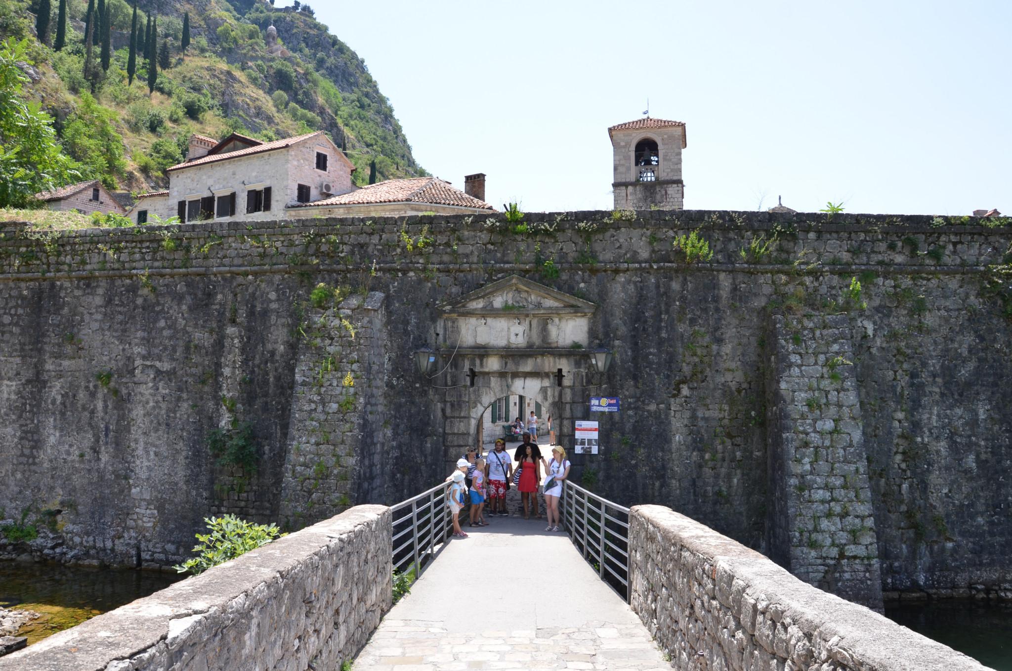 Die Festungsmauer von Kotor in Montegegro ist eine der besten Sehenswürdigkeiten