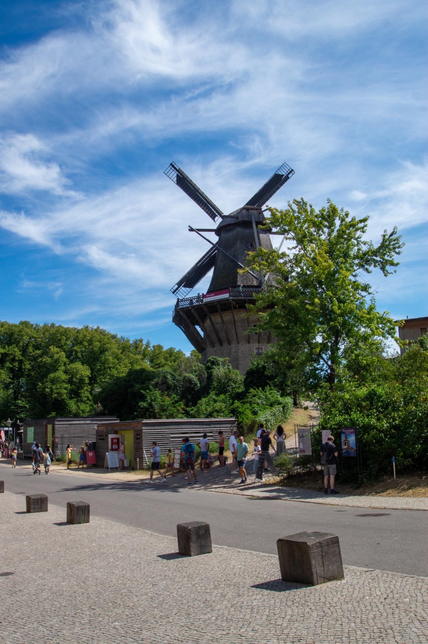 Die historische Windmühle befindet sich am Eingang vom Schloss Sanssouci