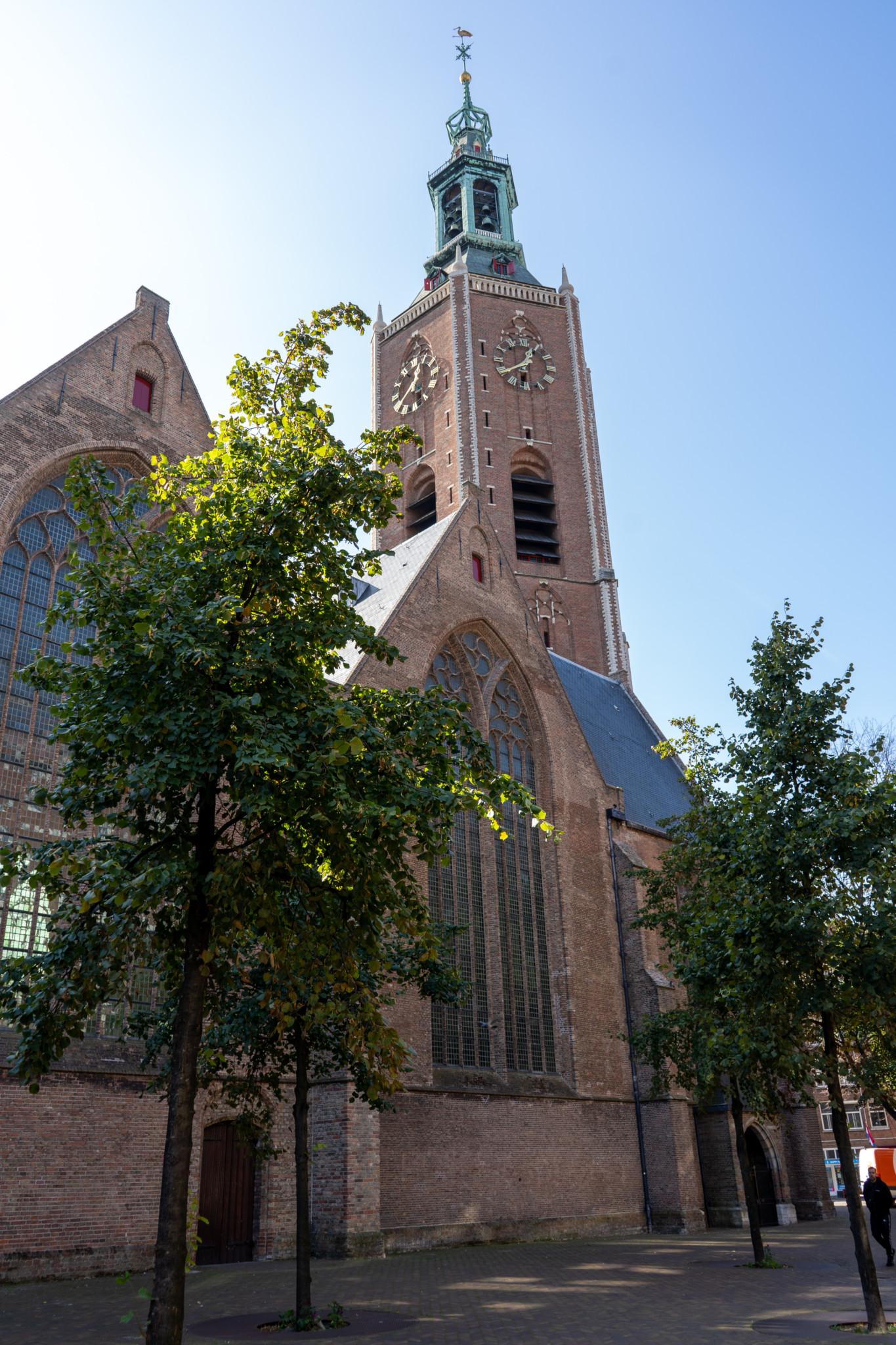 Andere Seite der Groten Kerk in Den Haag