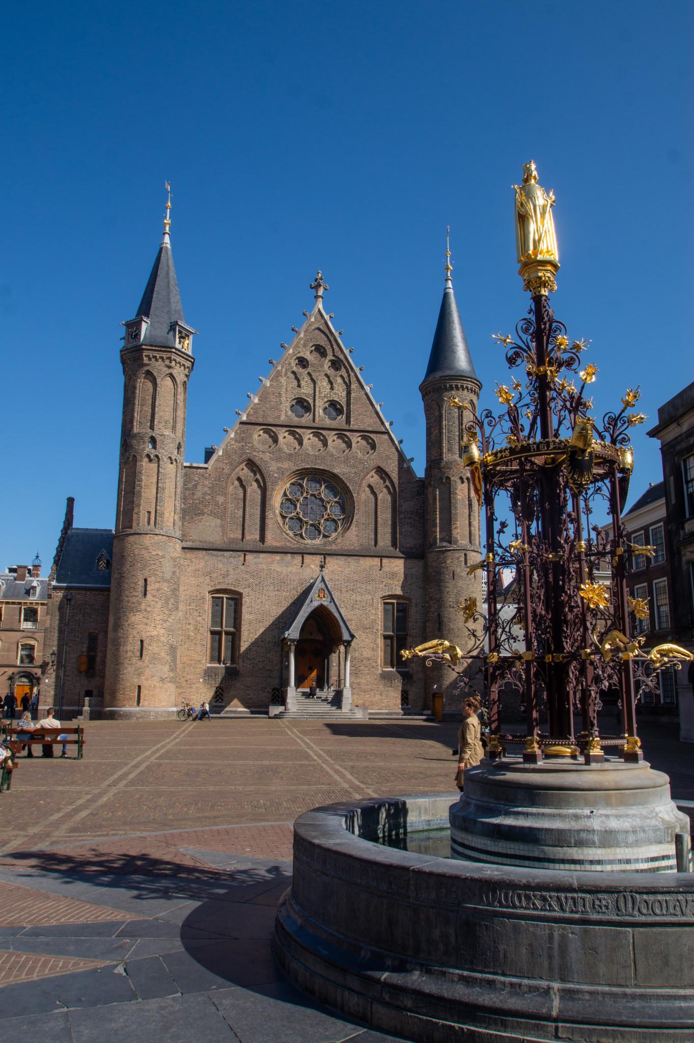 Brunnen vor dem Rittersaal