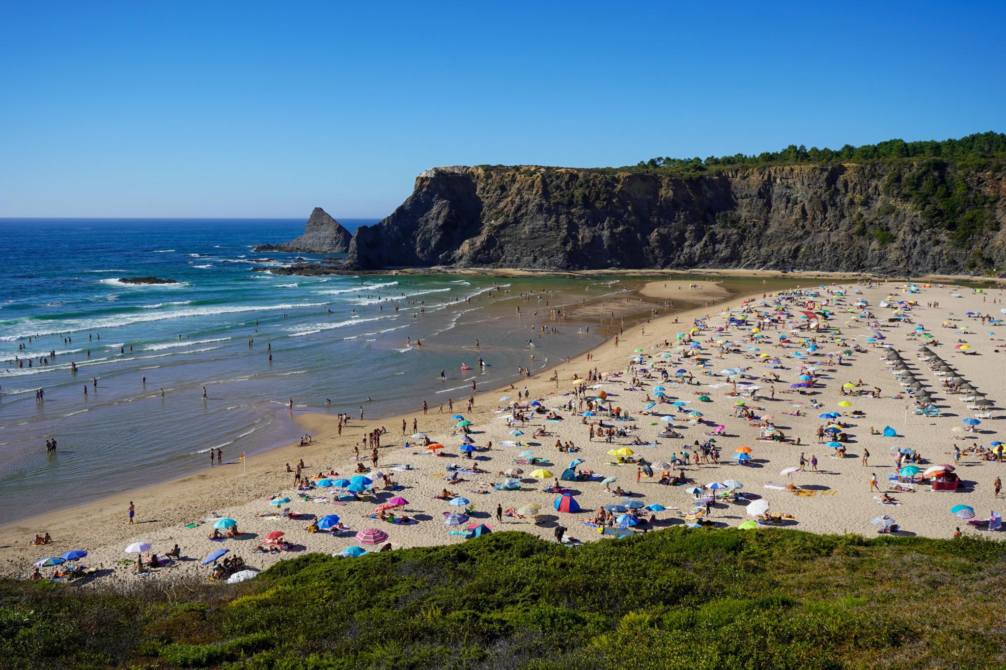 Ausblick auf Odeceixe Strand von oben
