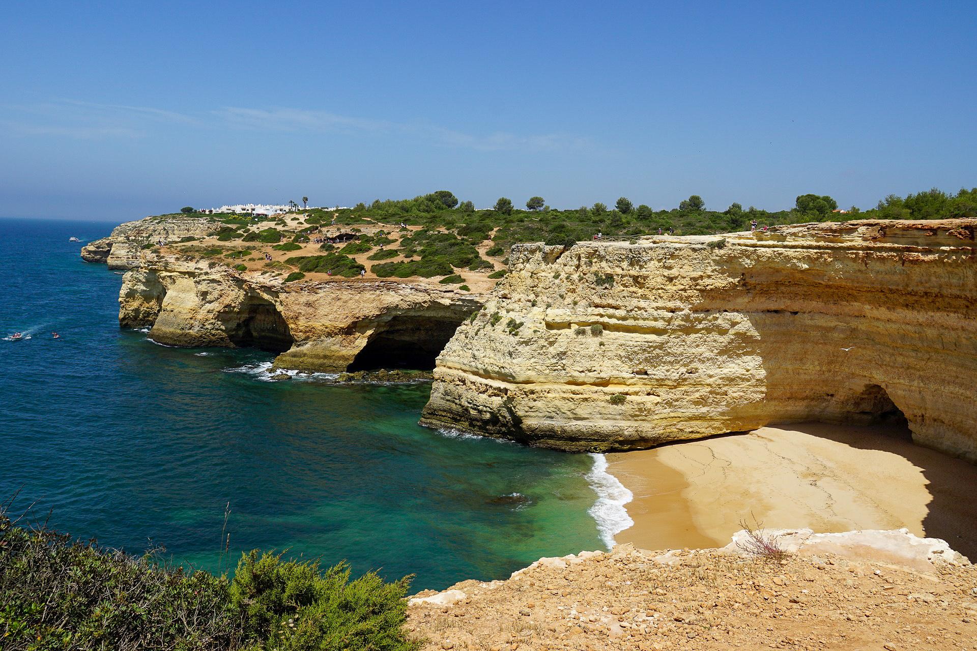 Zu den wichtigsten Stränden in Portugal gehören auch die Benagil Caves