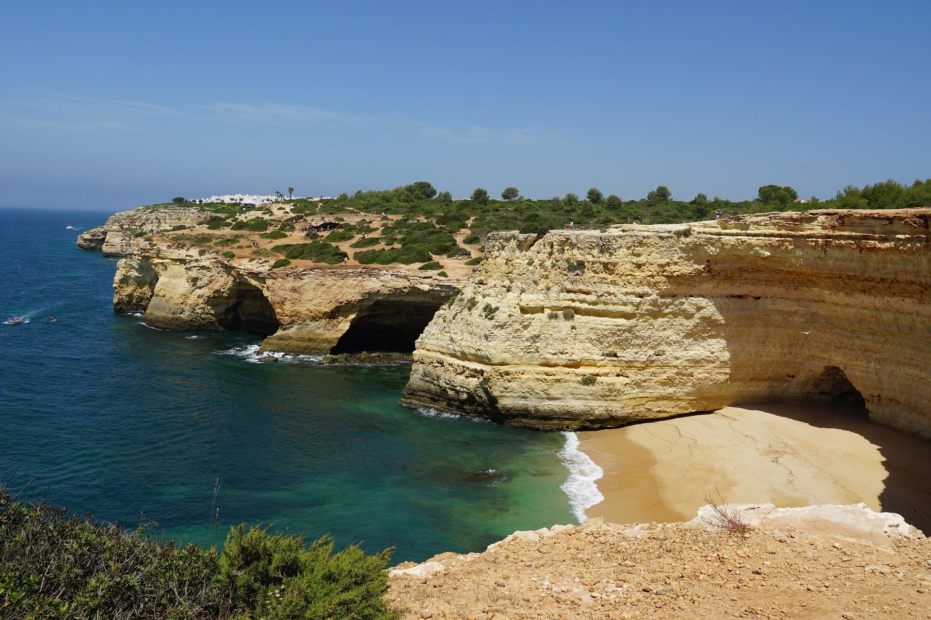Die berühmten Benagil Caves an der Algarve