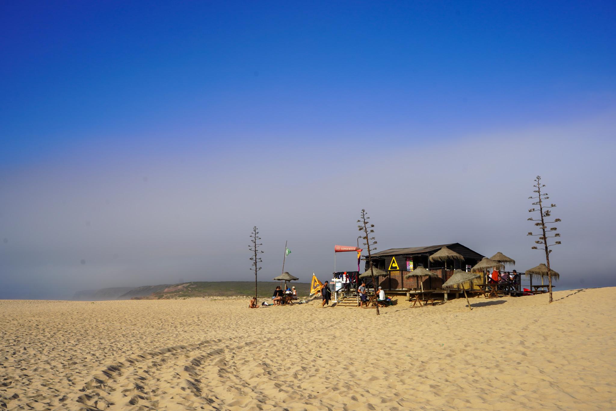 Die berühmte Strandbar in Bordeira