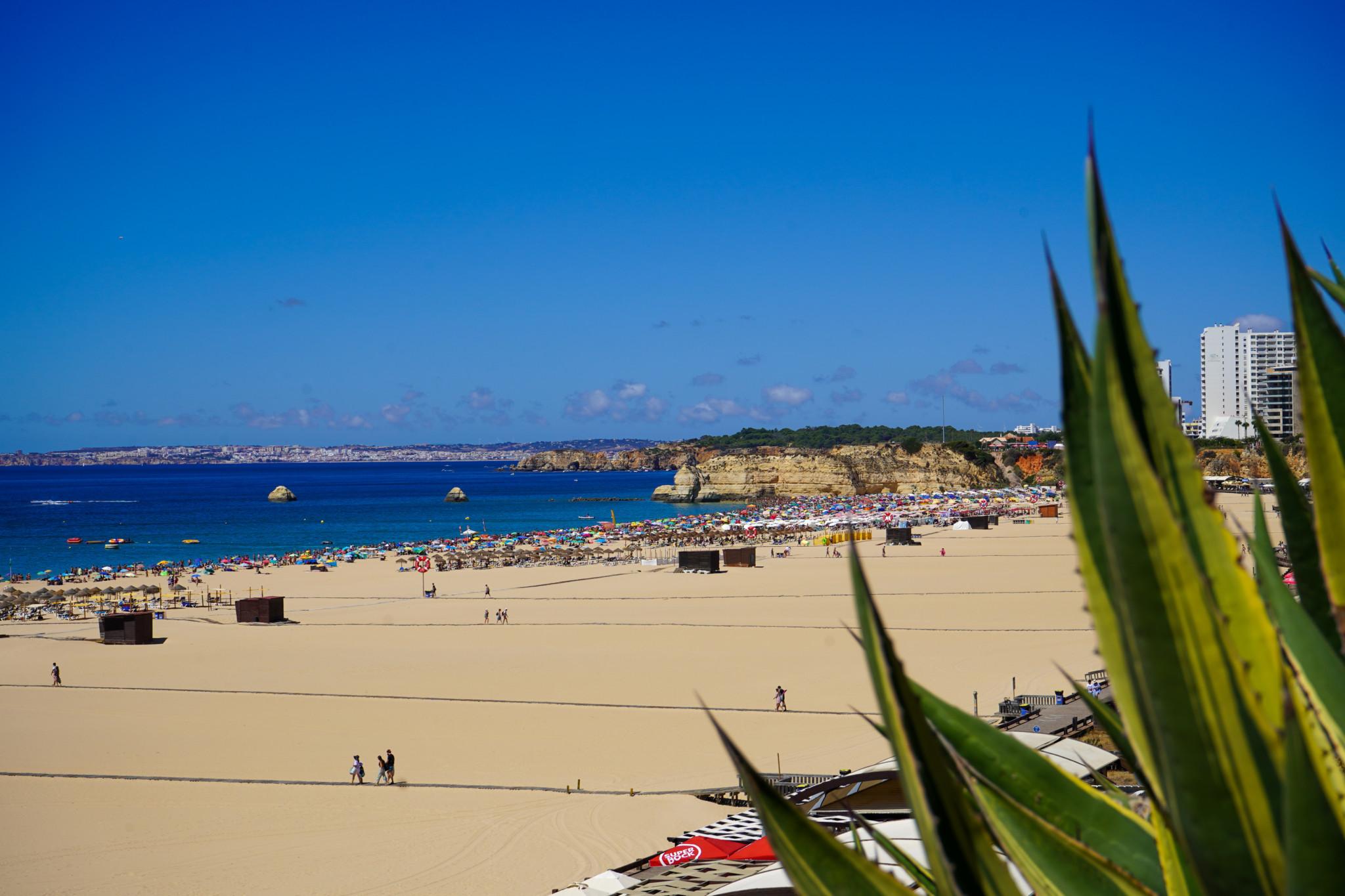 Praia Rocha in der Algarve in Portugal