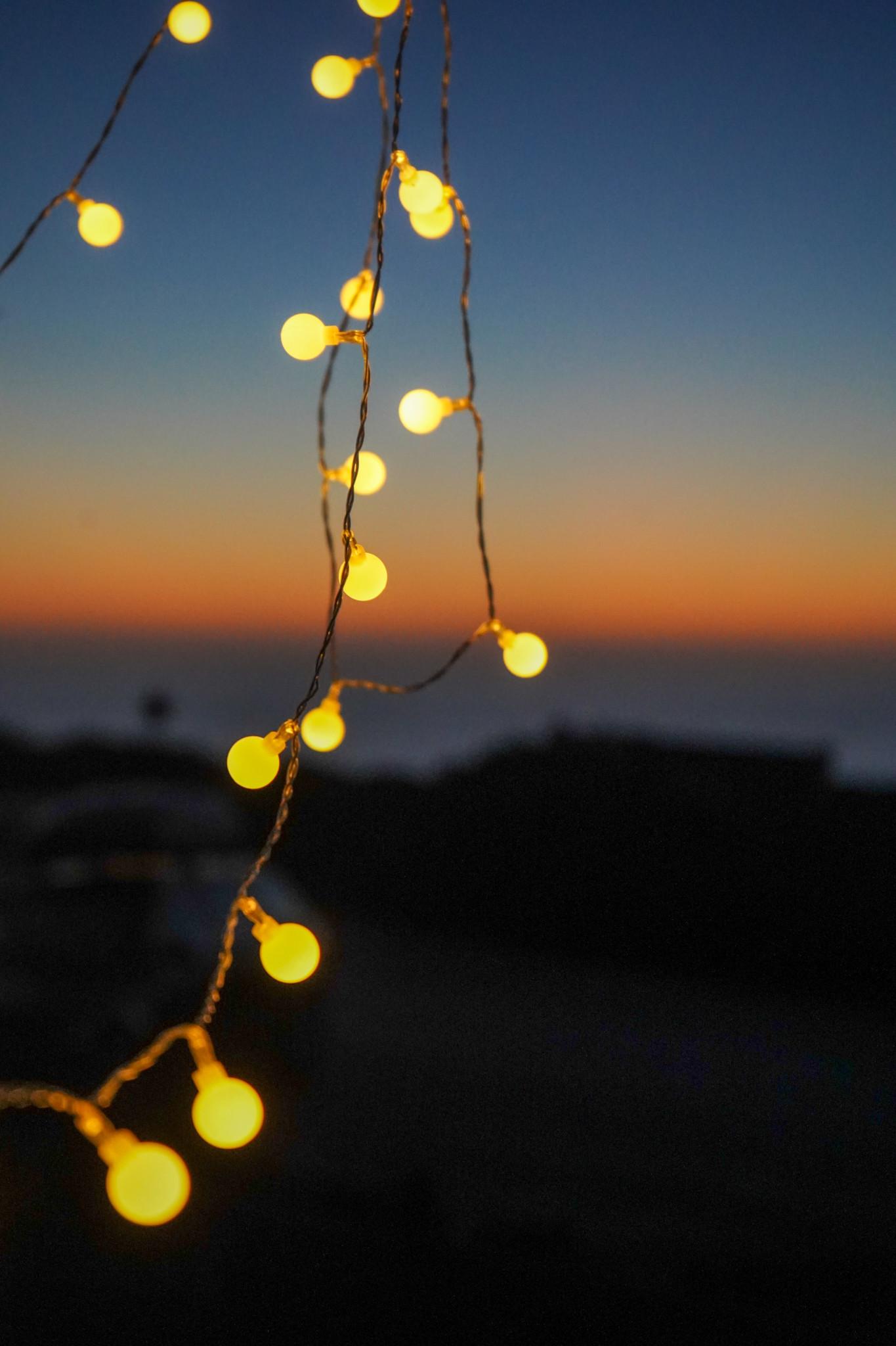 Die Lichterkette gehört zum Vanlife in Portugal