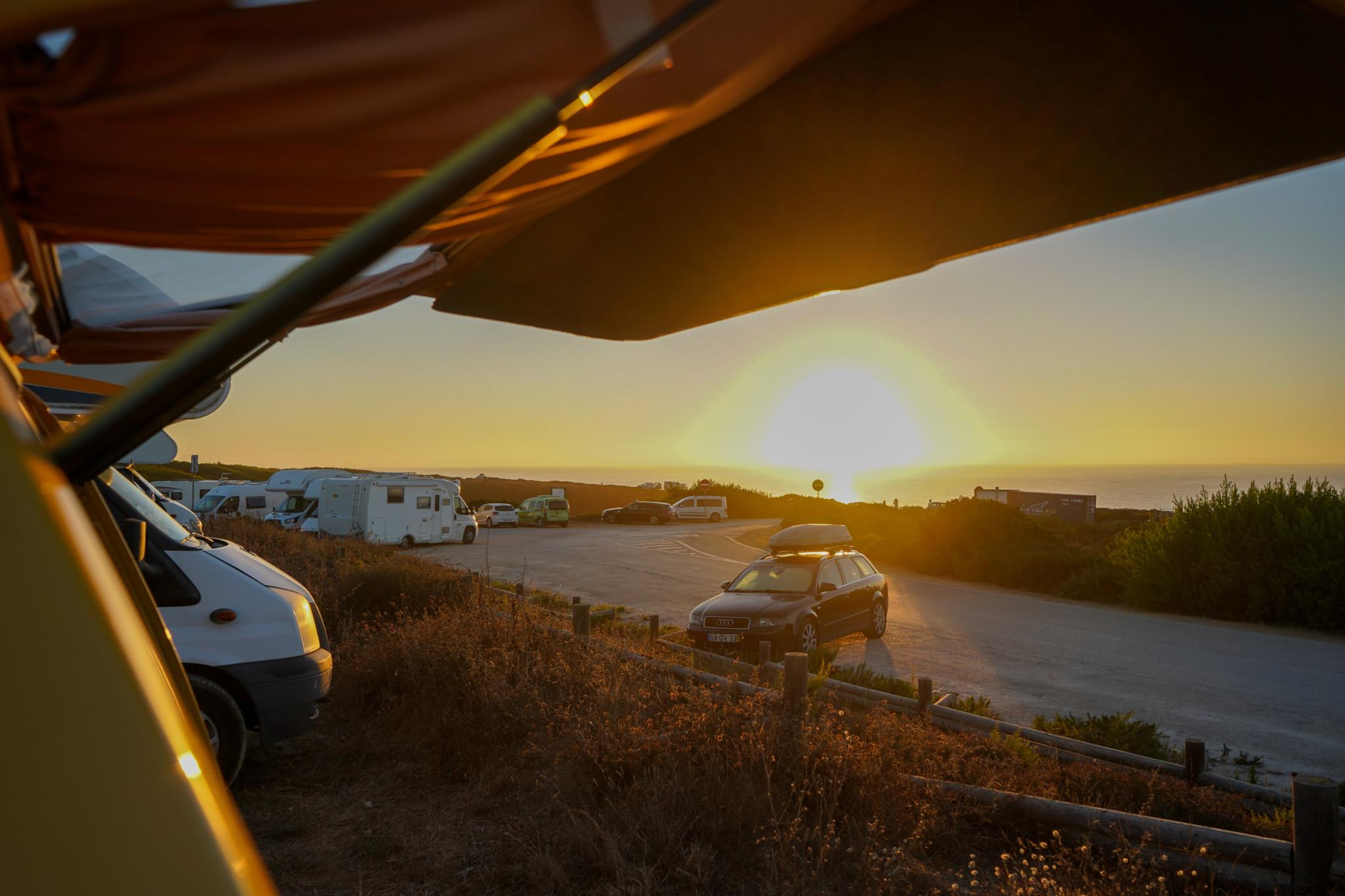 Sonnenuntergang auf einem Roadtrip in Portugal