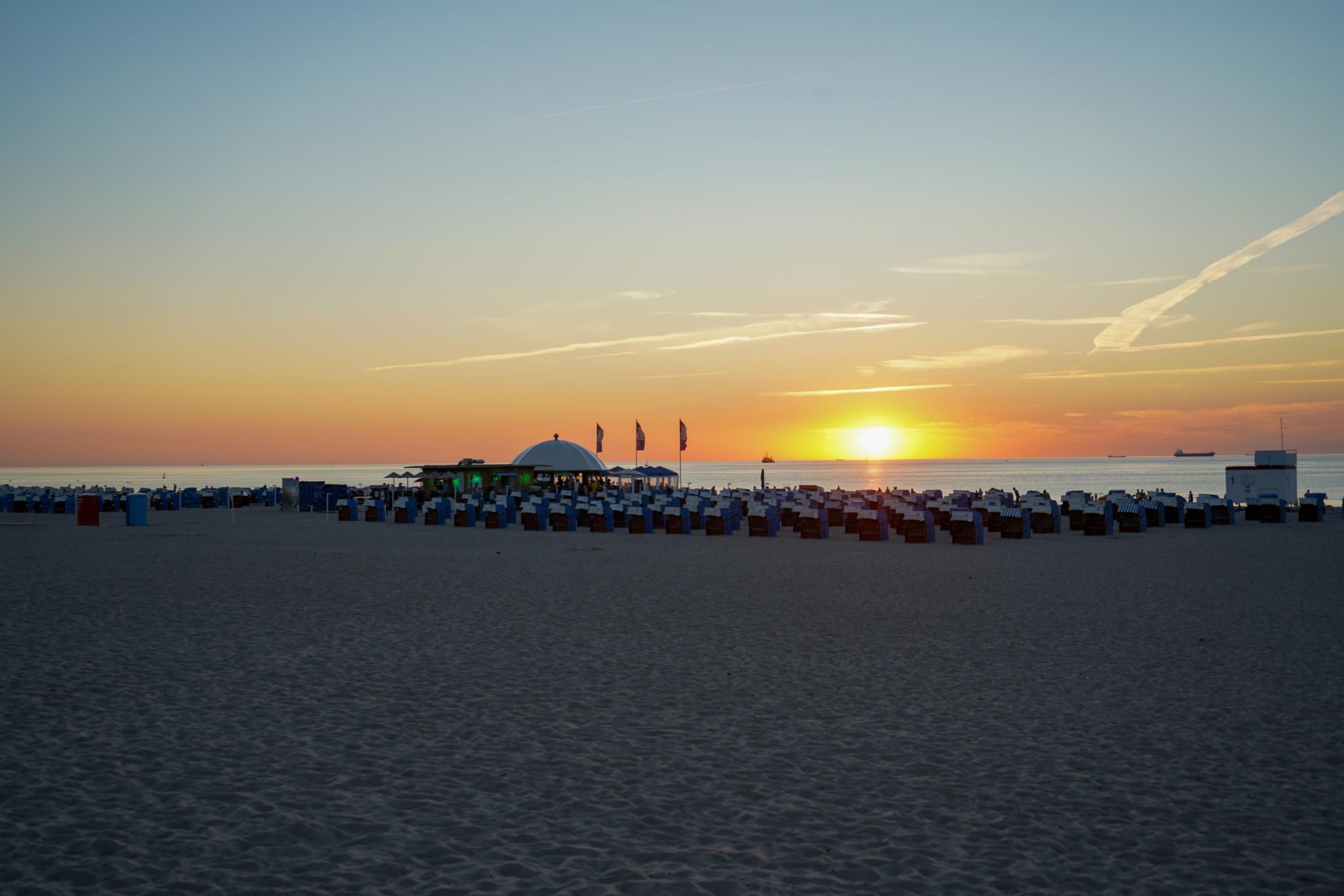 Sonnenuntergang am Ostsee Strand Warnemünde