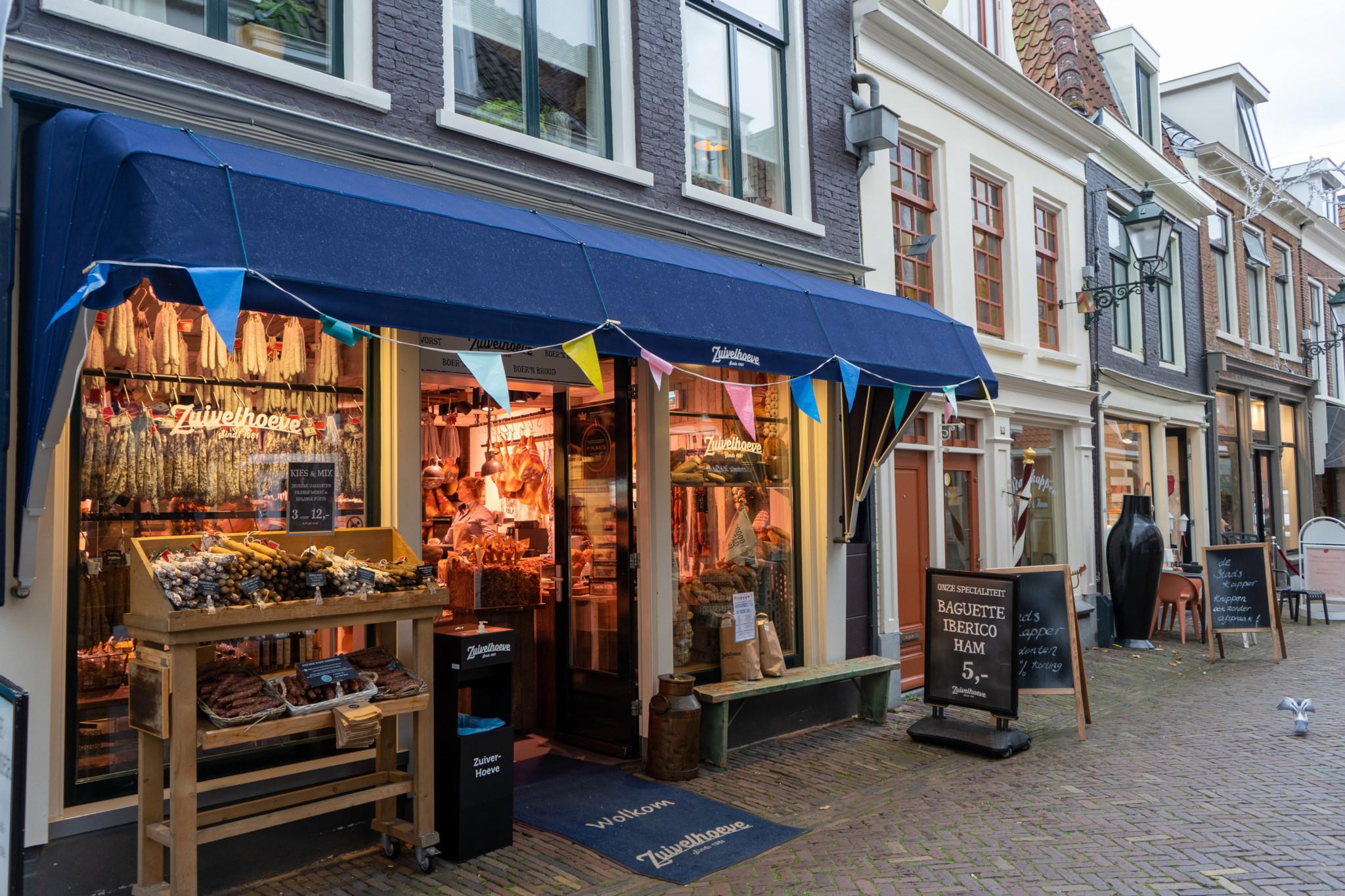 Shopping in der Kleinen Kerkstraat in Leeuwarden