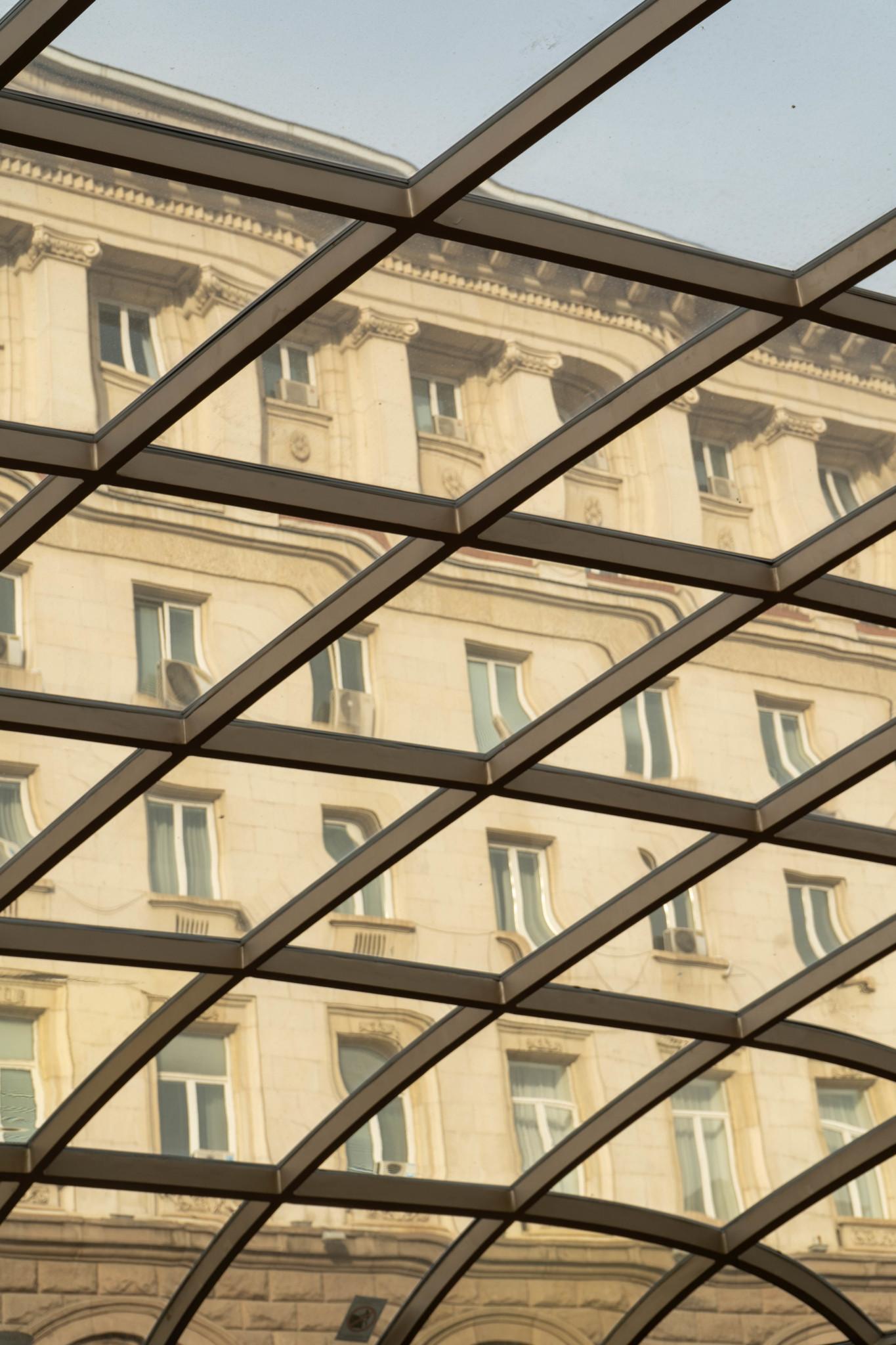 Dach der Serdica-Bahnstation