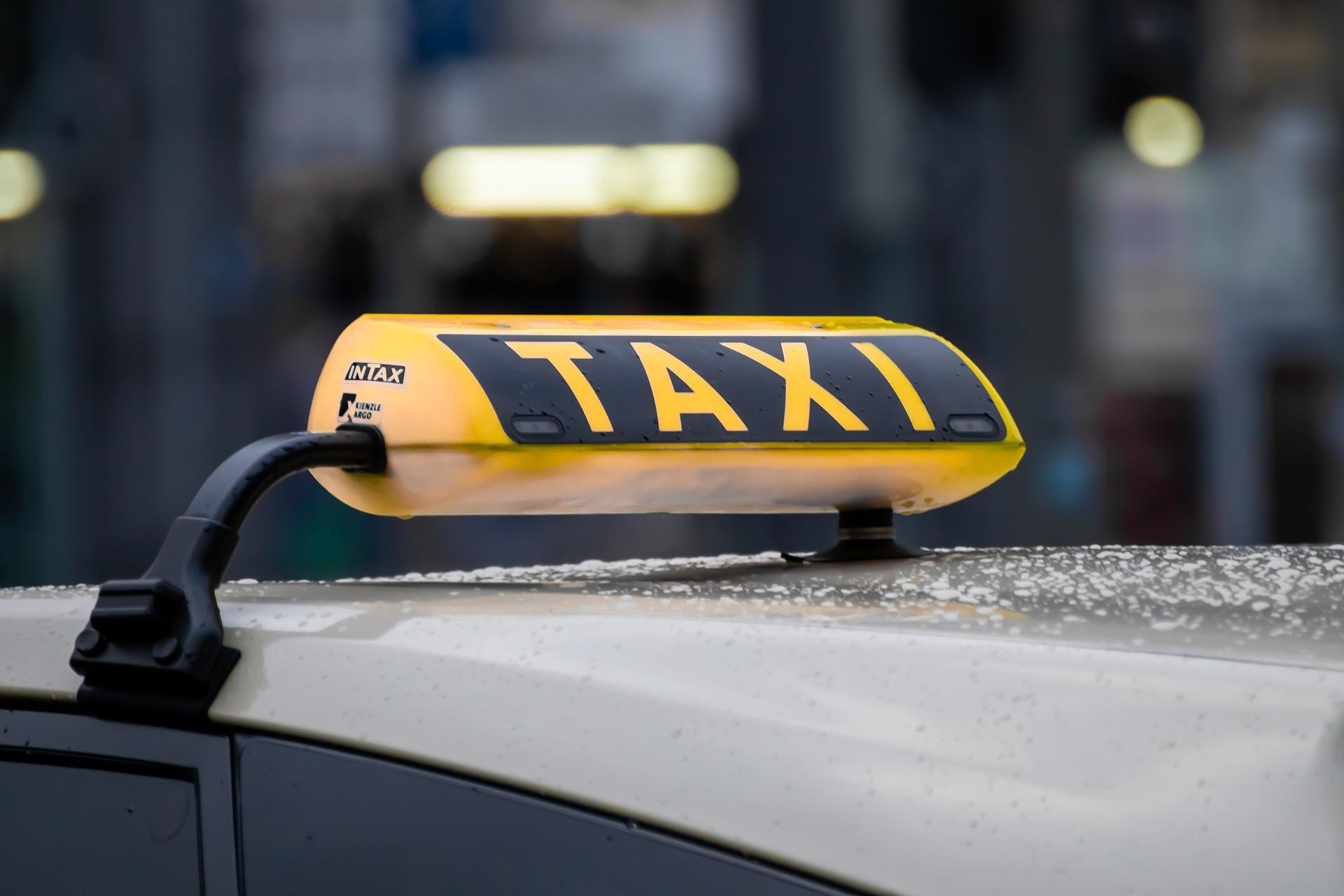 Anreise mit dem Taxi zum Flughafen Berlin