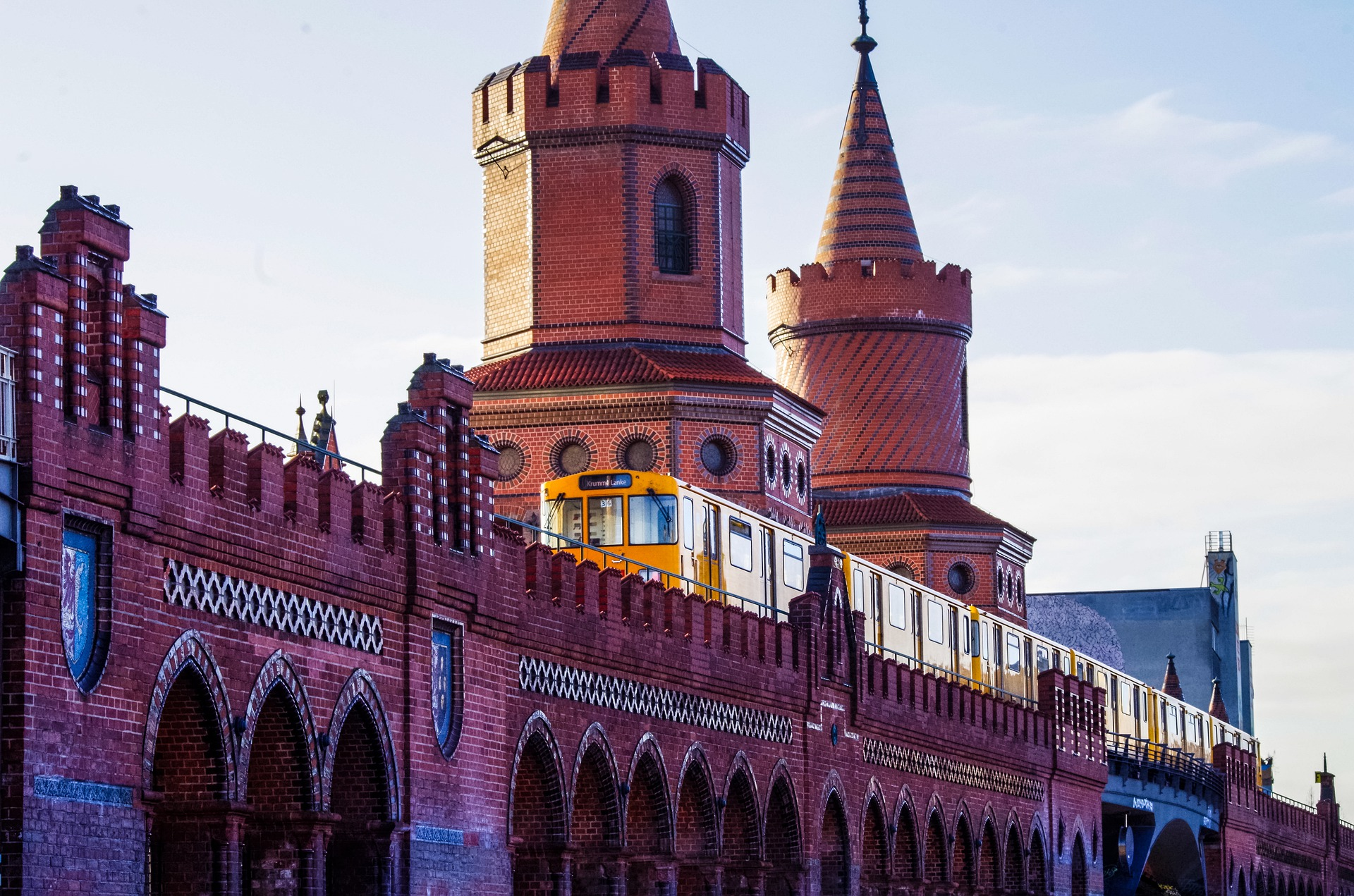 Anreise zum Flughafen Berlin BER mit Bahn und Zug