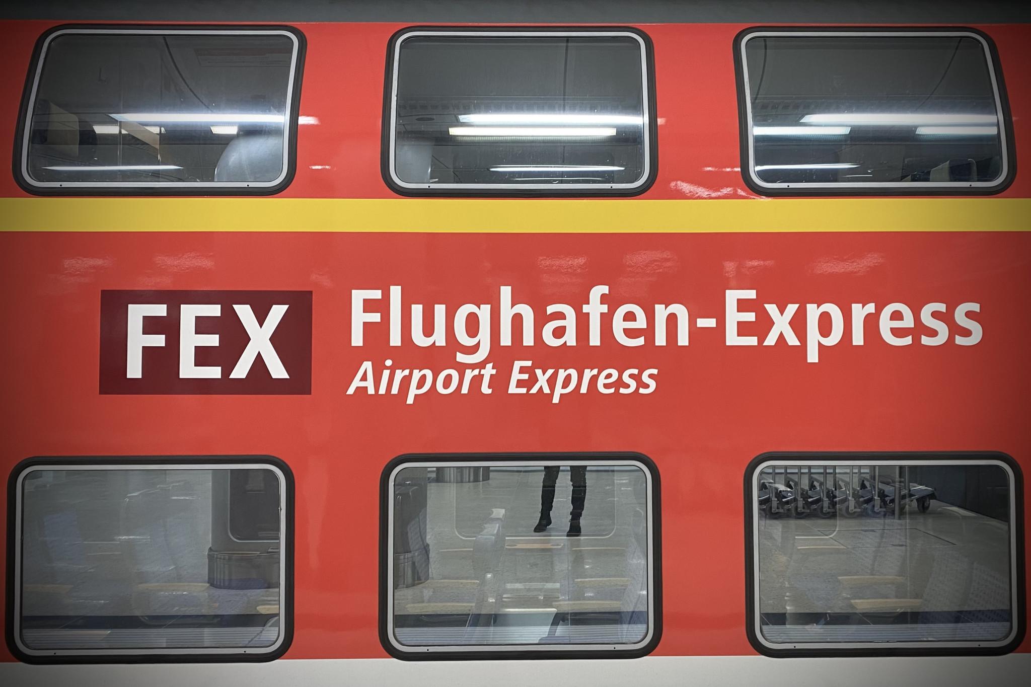 Anreise zum Flughafen Berlin mit dem Flughafen Express FEX