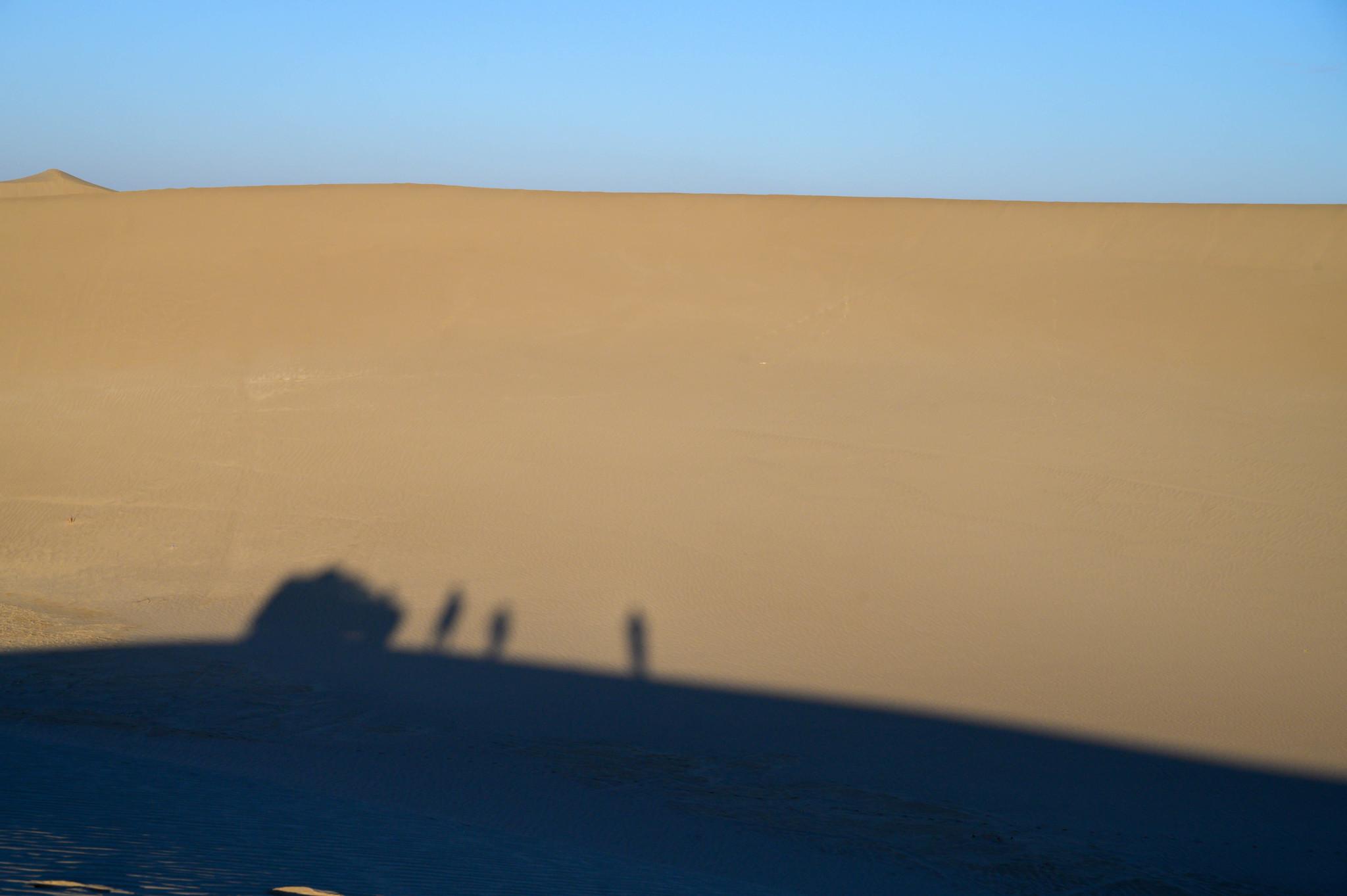 Schatten in der Varzaneh Wüste im Iran