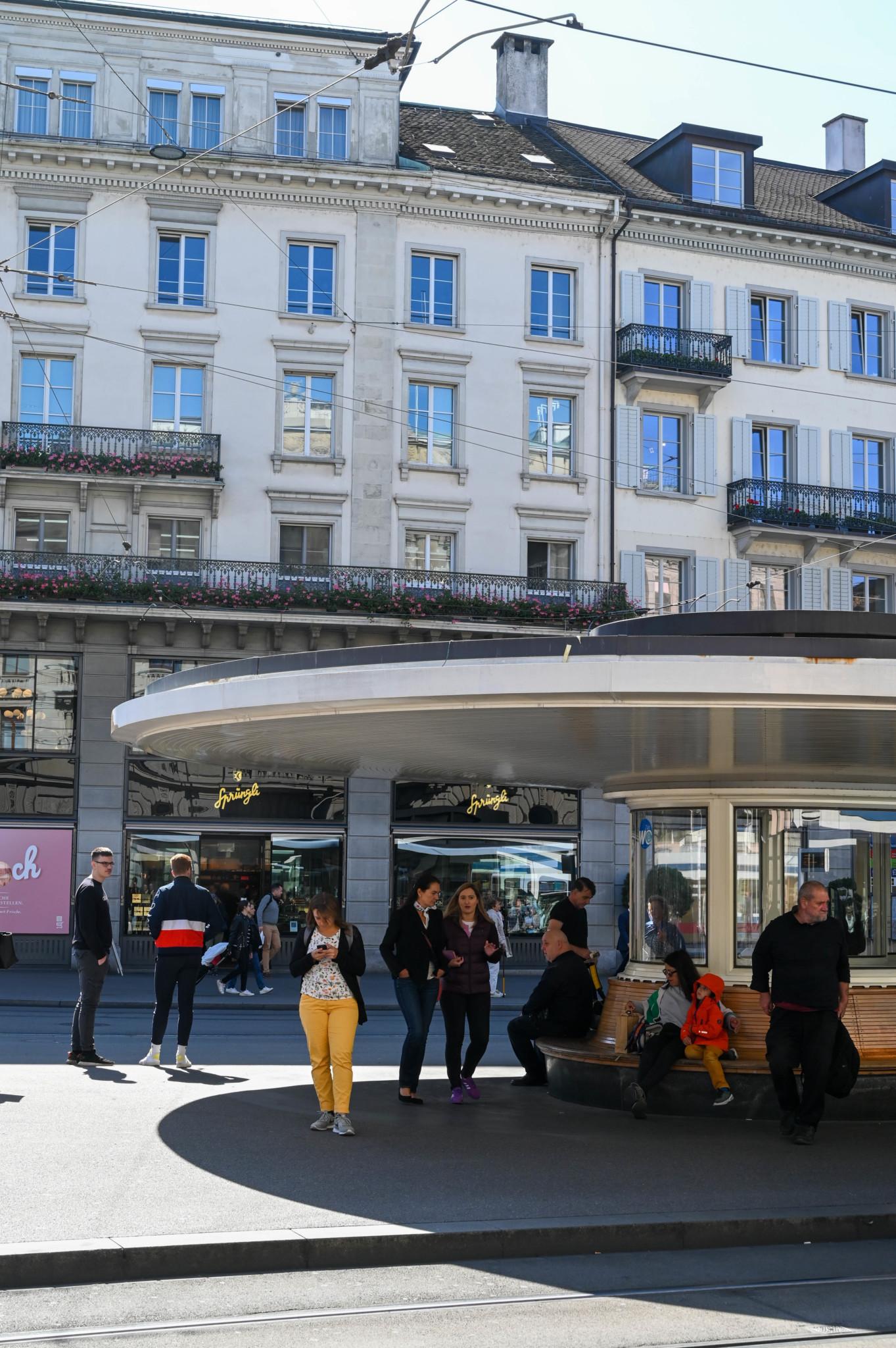 Der hübsche Paradeplatz vereint viele Zürich Sehenswürdigkeiten