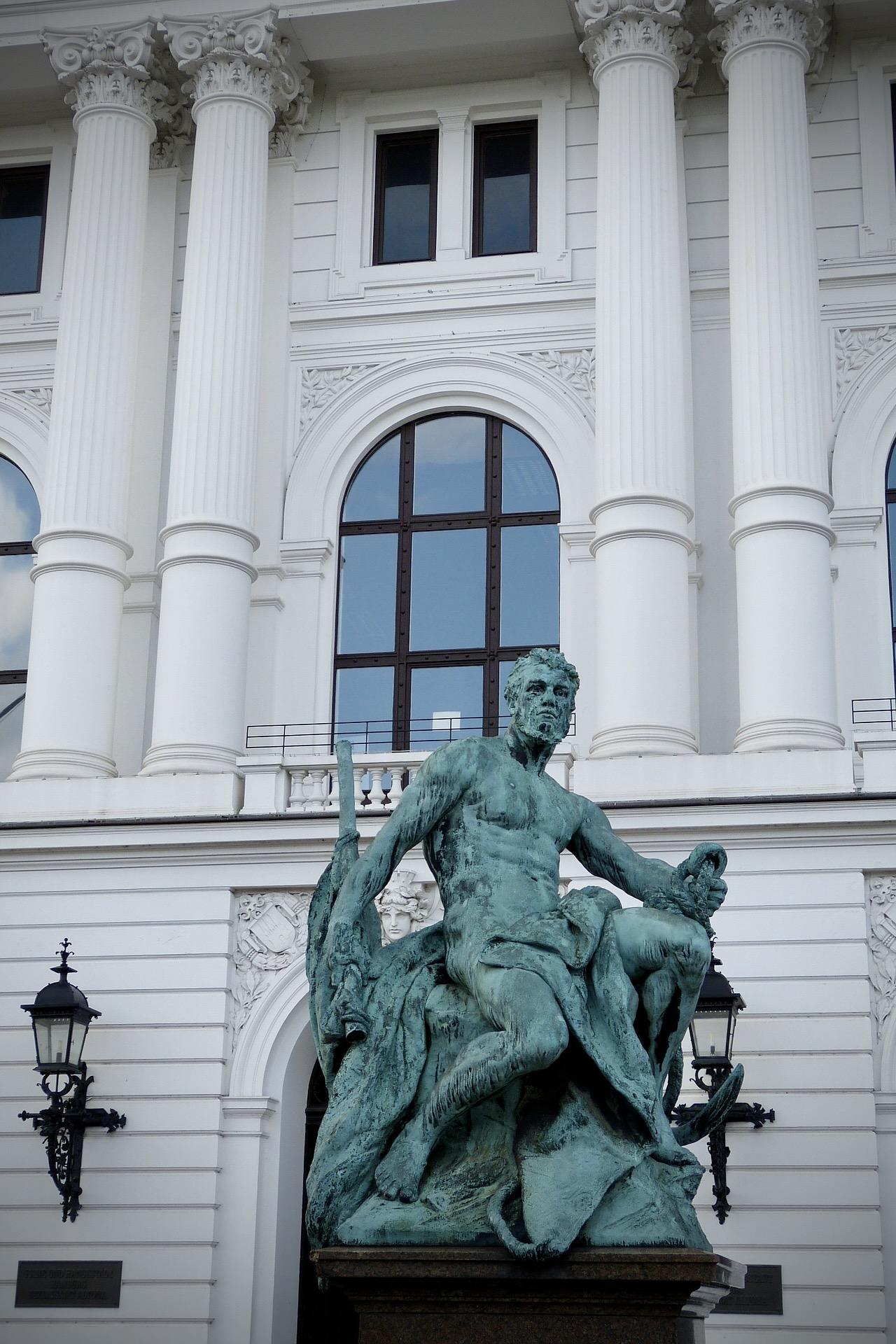 Das Rathaus Altona ist einer der Hamburg Insider Tipps