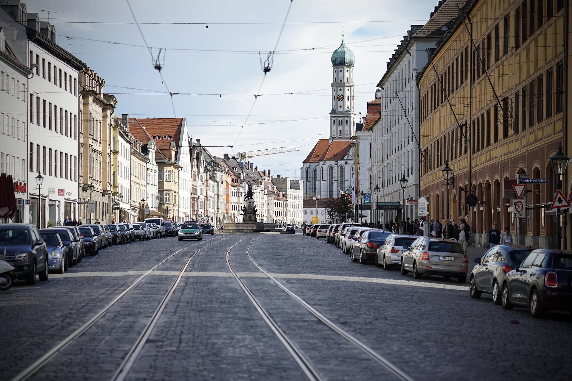 Wer Ausflugsziele in Bayern sucht, kann nach Augsburg fahren