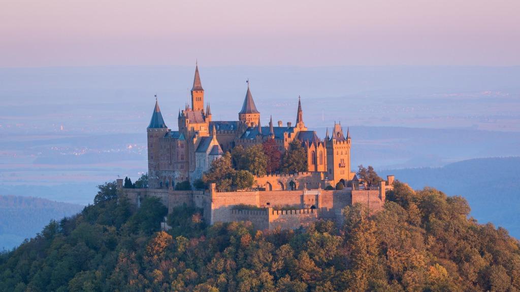 Die Burg Hohenzollern ist ein Insider-Tipp unter den Ausflugsziele Baden-Württemberg