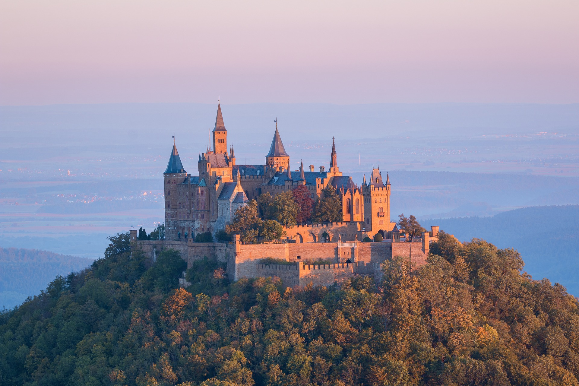 Ausflugsziele wie die Burg Hohenzollern sind unser Insidertipp