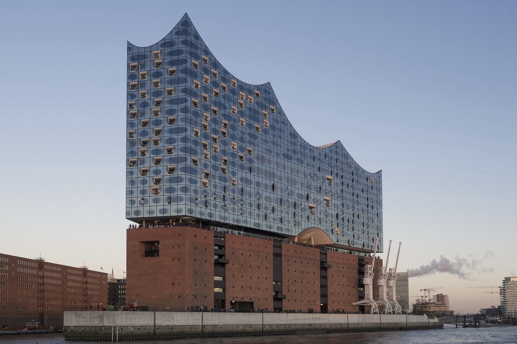 Die Elbphilharmonie in Hamburg zählt zu den wichtigen Deutschland Sehenswürdigkeiten