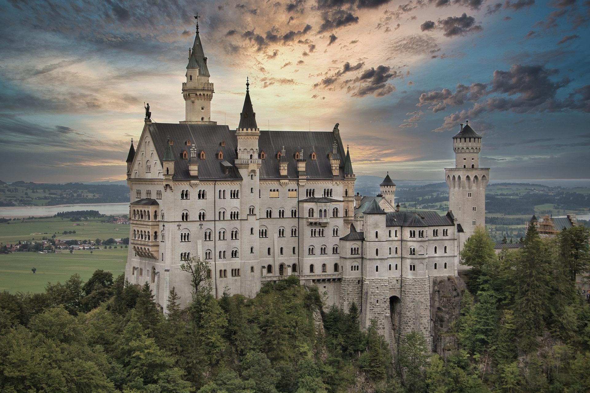 Das Schloss Neuschwanstein ist eine der bekanntesten Attraktionen in Deutschland