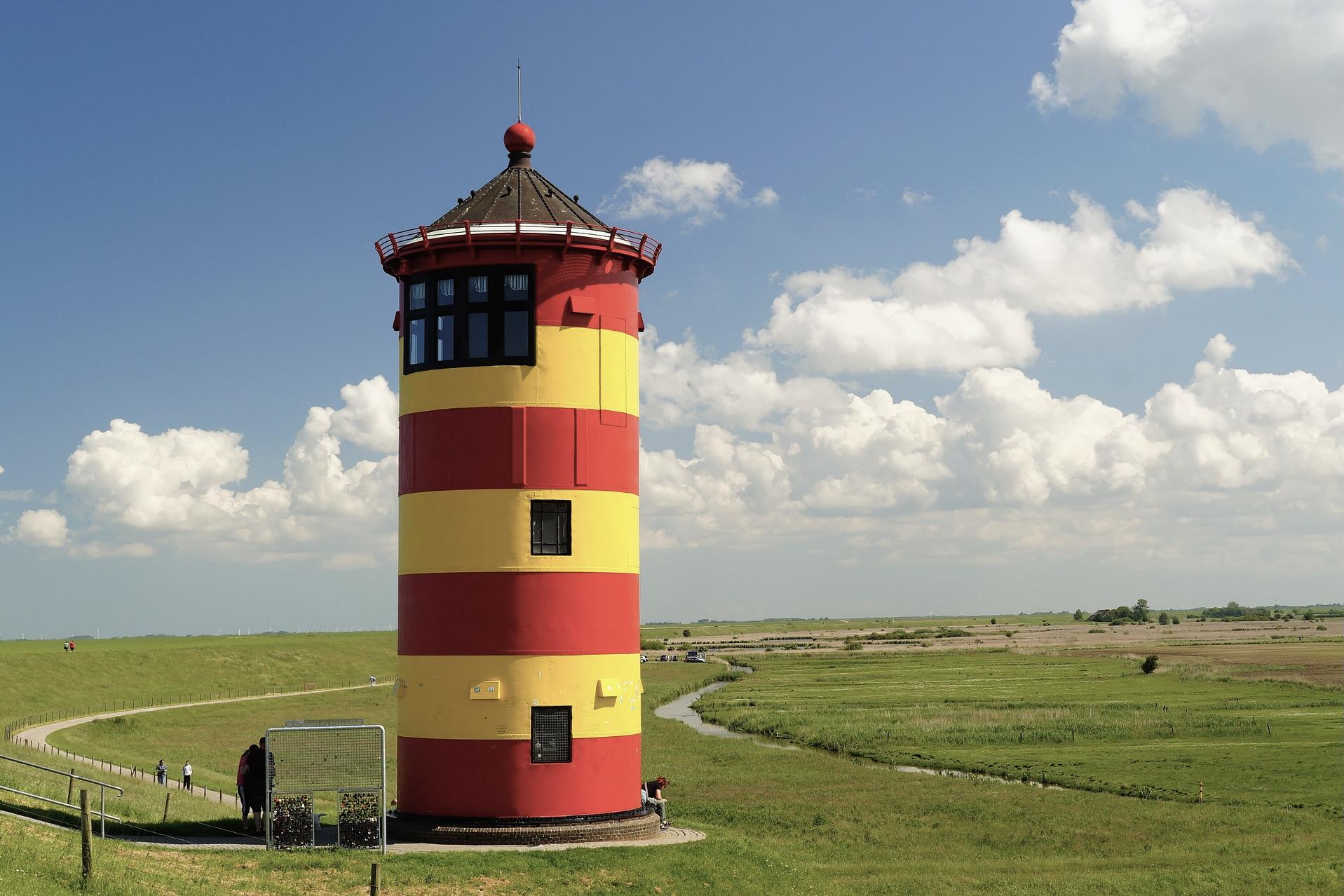 Der Pilsumer Leuchtturm von Otto in Niedersachsen