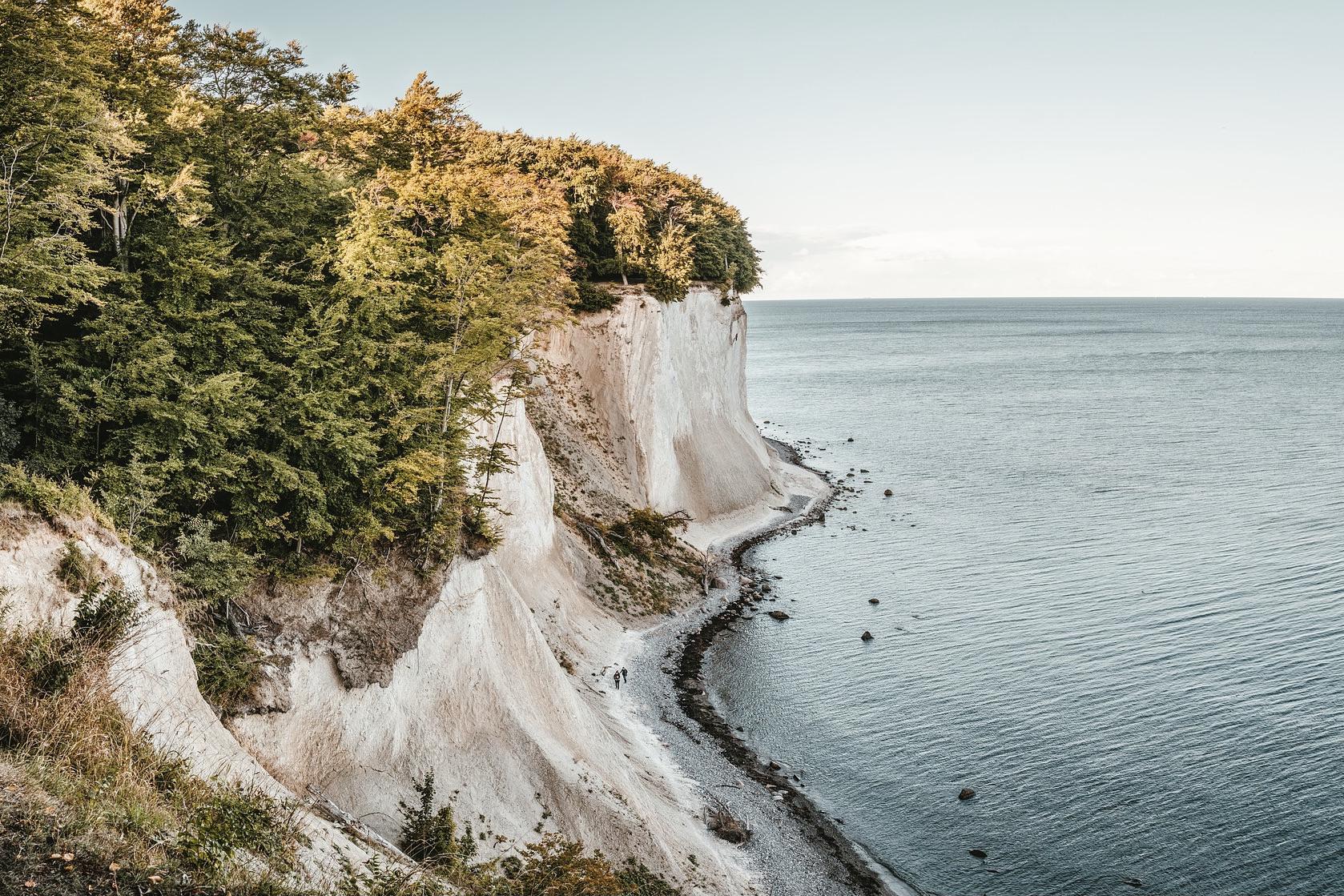 Rügens Kreidefelsen sind eine große Sehenswürdigkeit in Mecklenburg-Vorpommern