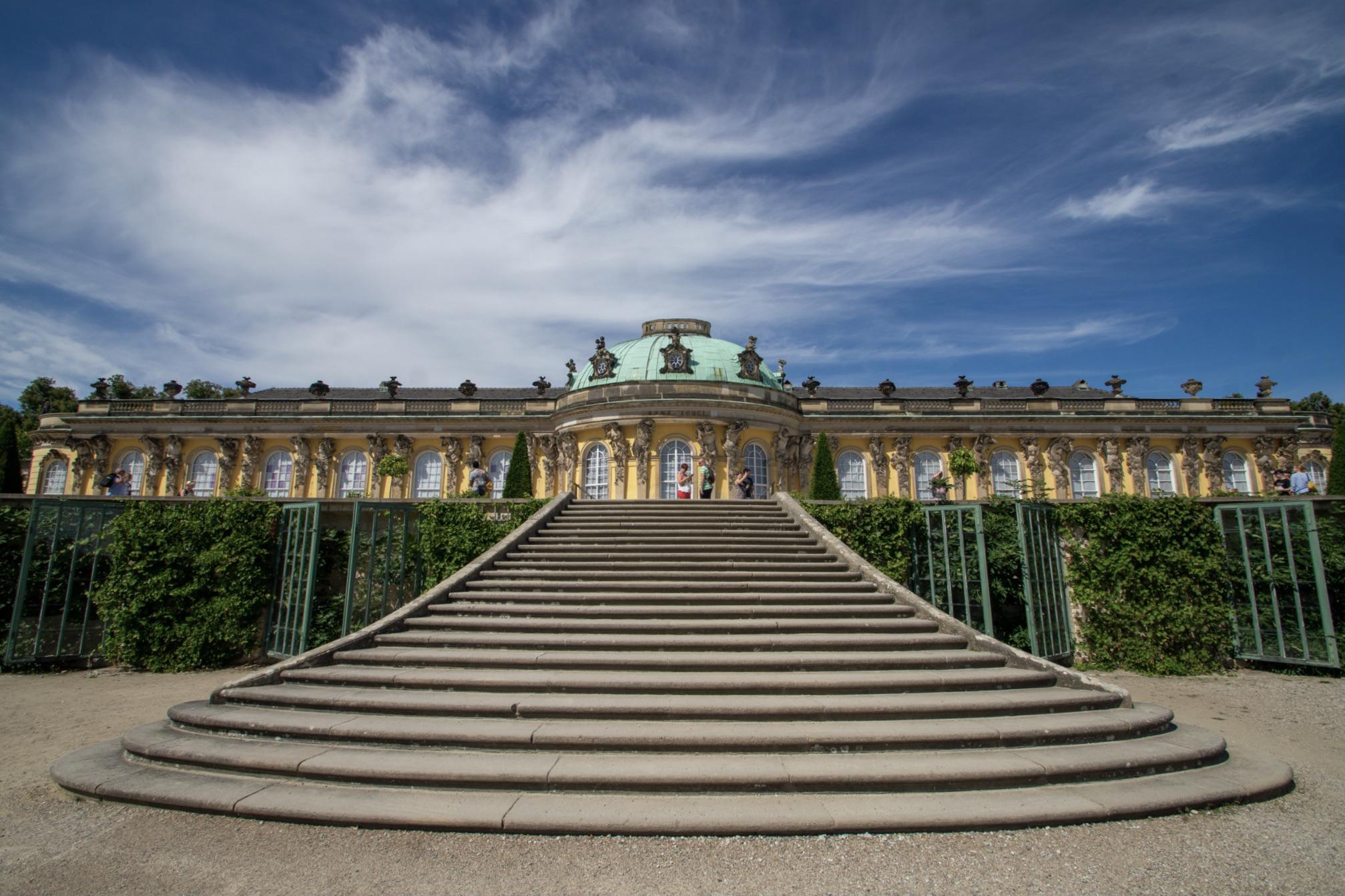 Das Schloss Sanssouci in Potsdam ist eines der Highlights in Brandenburg