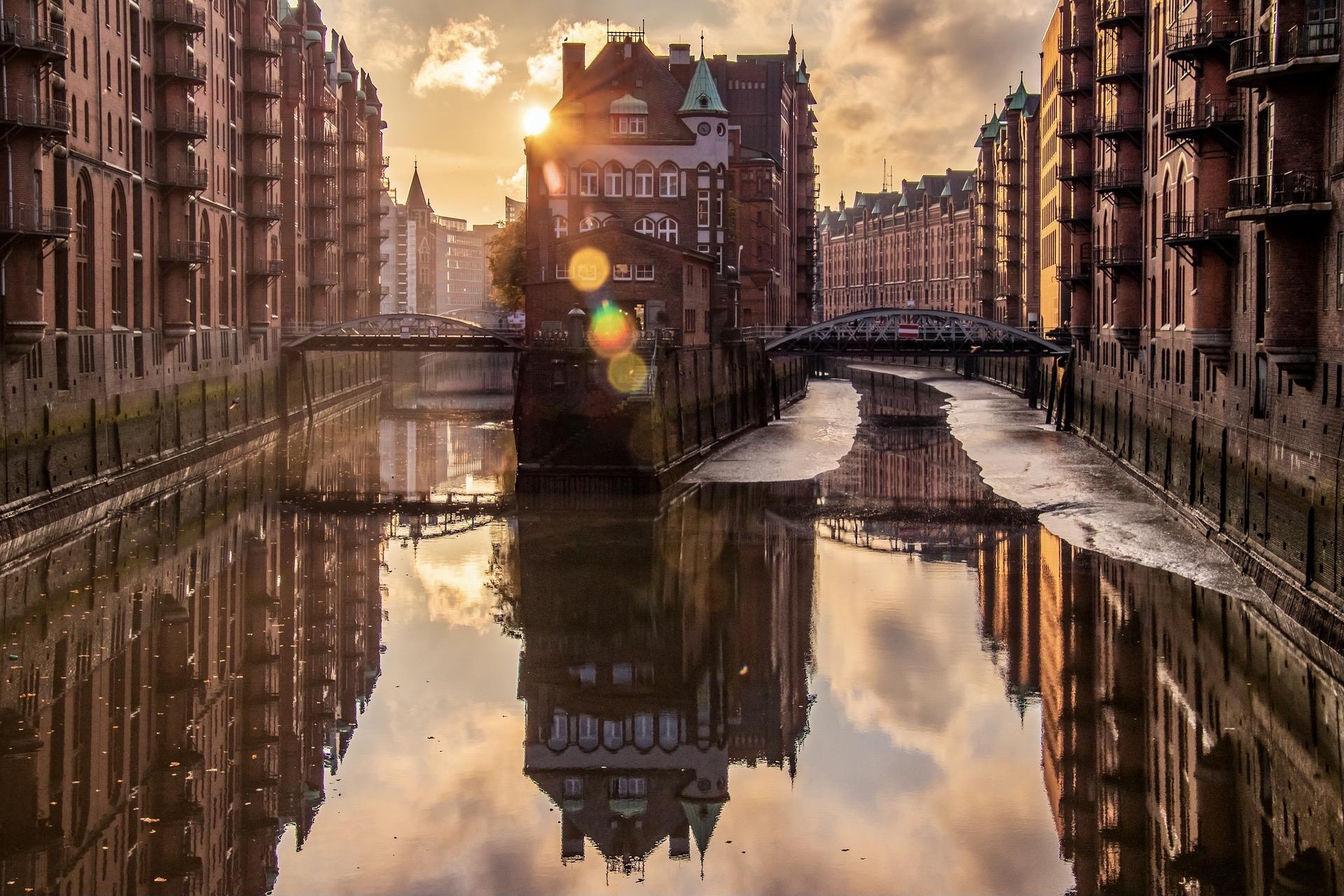 Eine Rundfahrt durch die Speicherstadt ist einer der besten Hamburg Geheimtipps