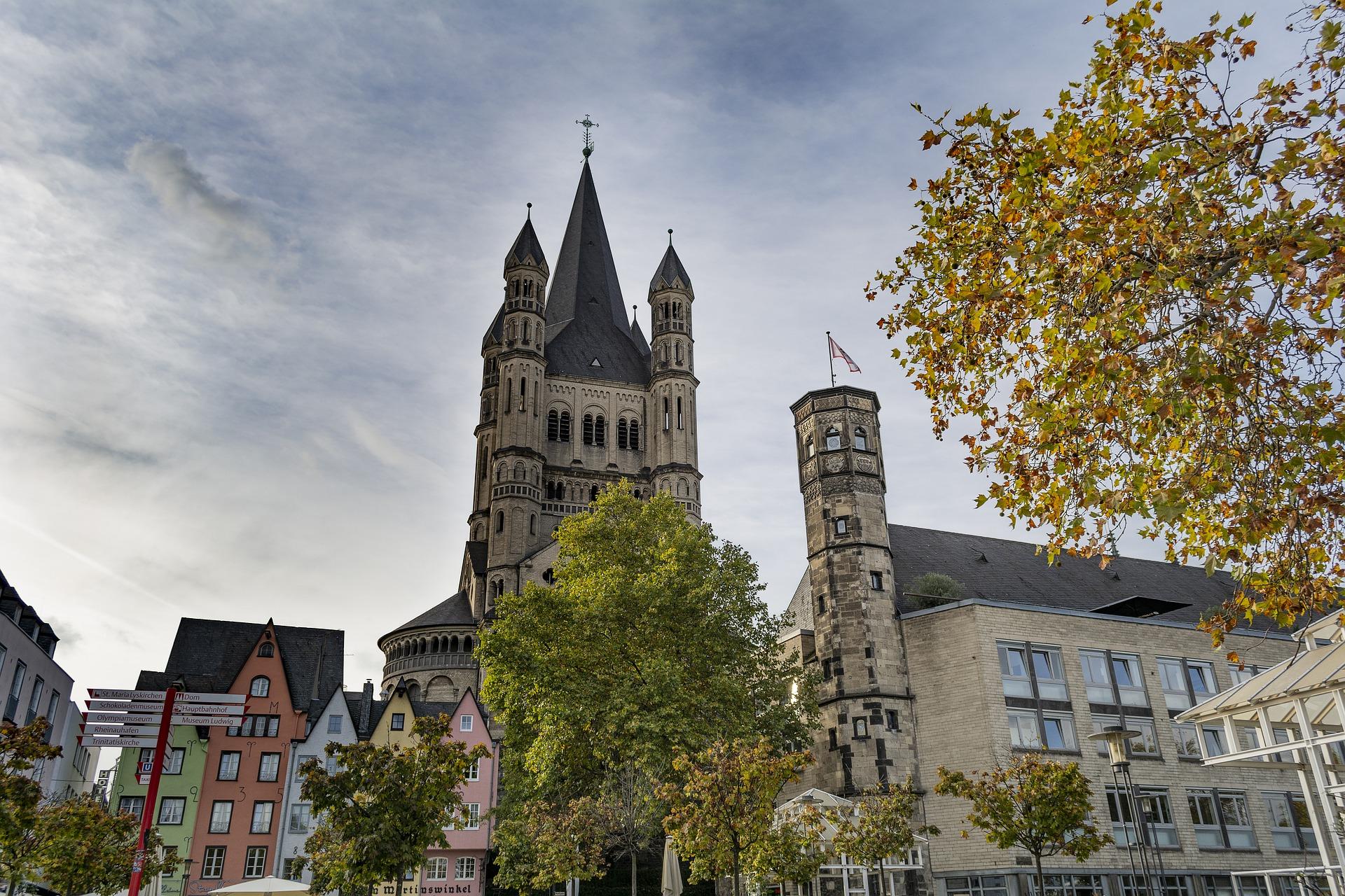 Berühmte Kirchen gelten auch als Köln Sehenswürdigkeiten