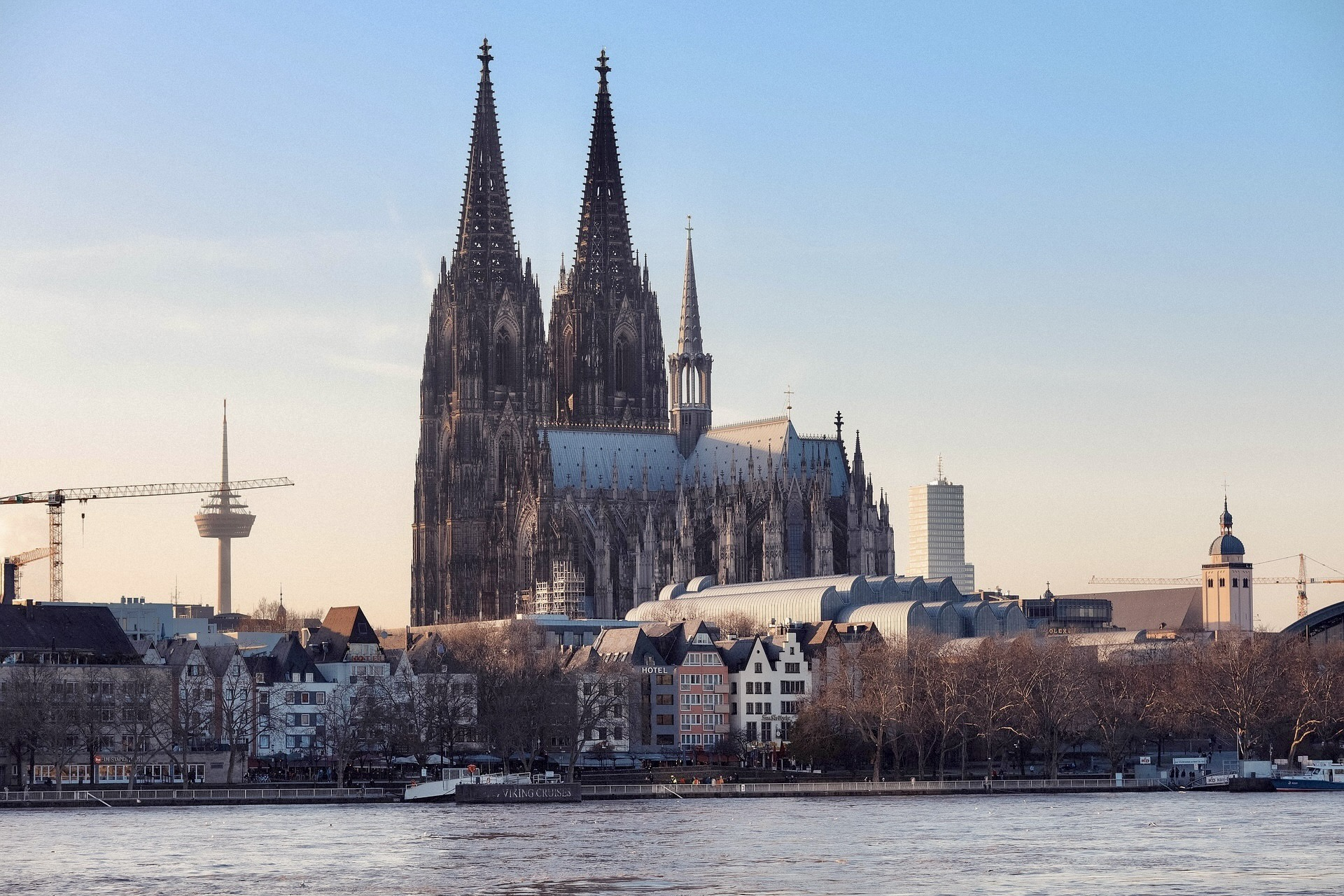 Köln mit dem Dom ist eine beliebtes Reiseziel