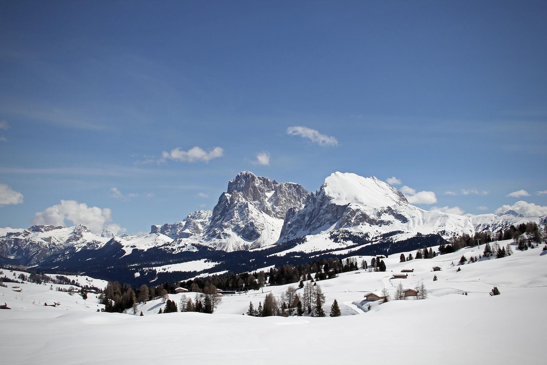 Der Langkofel in Gröden in Südtirol im Winter