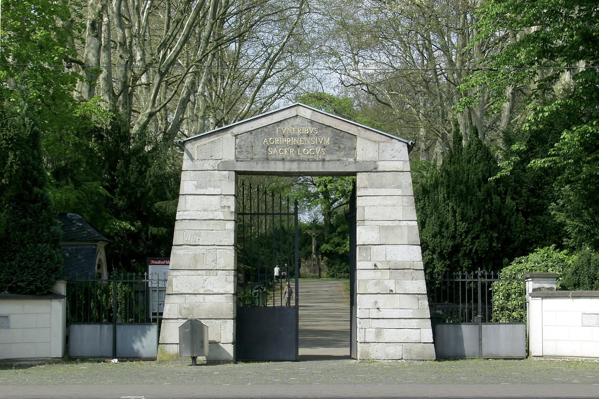 Eingang zum Melaten Friedhof in Köln