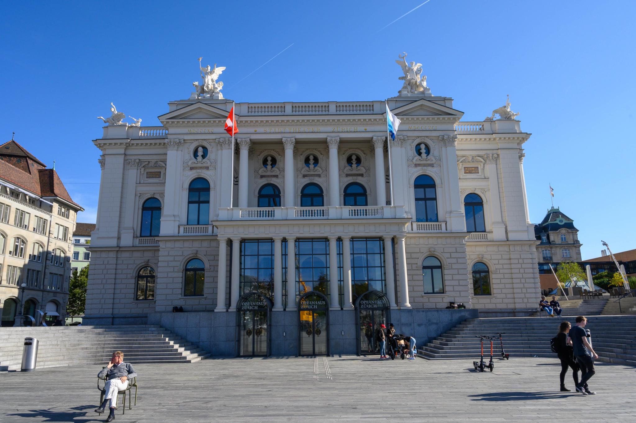 Zu den Zürich Sehenswürdigkeiten zählt auch das Opernhaus