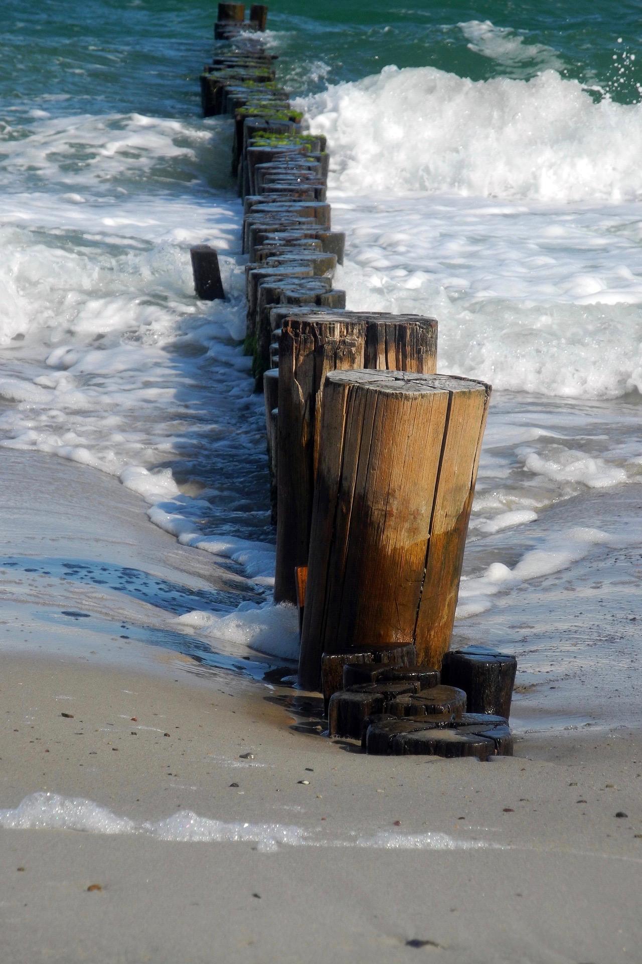 Wellenbrecher am Ostsee Strand Graal-Müritz