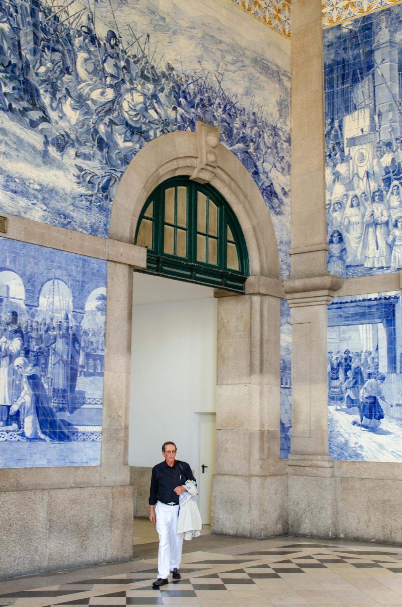 Hübscher Bahnhof Sao Bento in Porto in Portugal