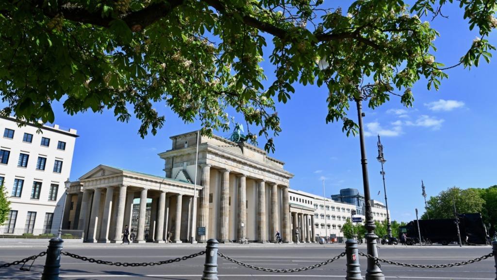 Das Brandenburger Tor ist sicher eine der berühmtesten Berlin Sehenswürdigkeiten