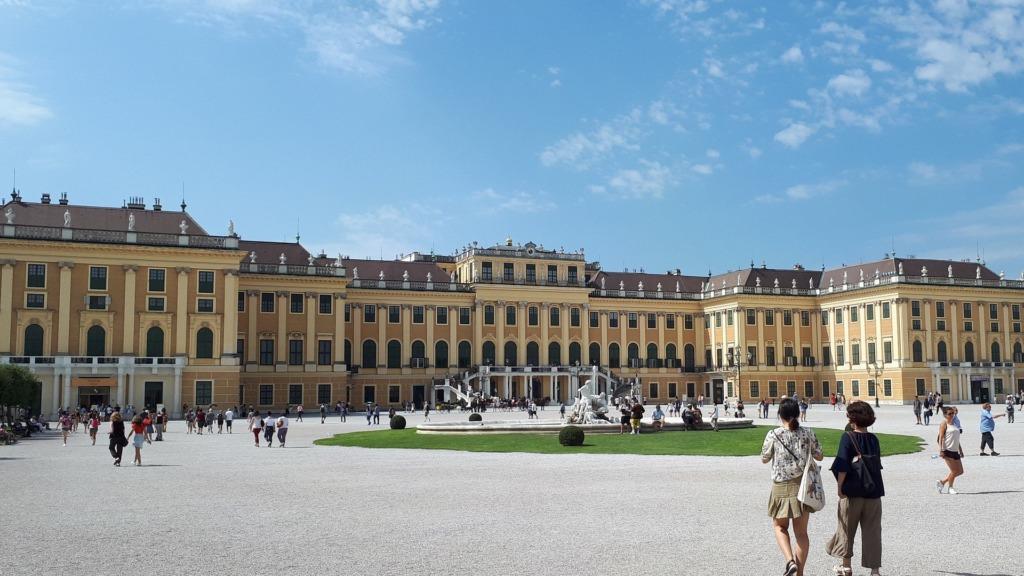 Das Schloss Schönbrunn gehört zu den schönsten Wien Sehenswürdigkeiten